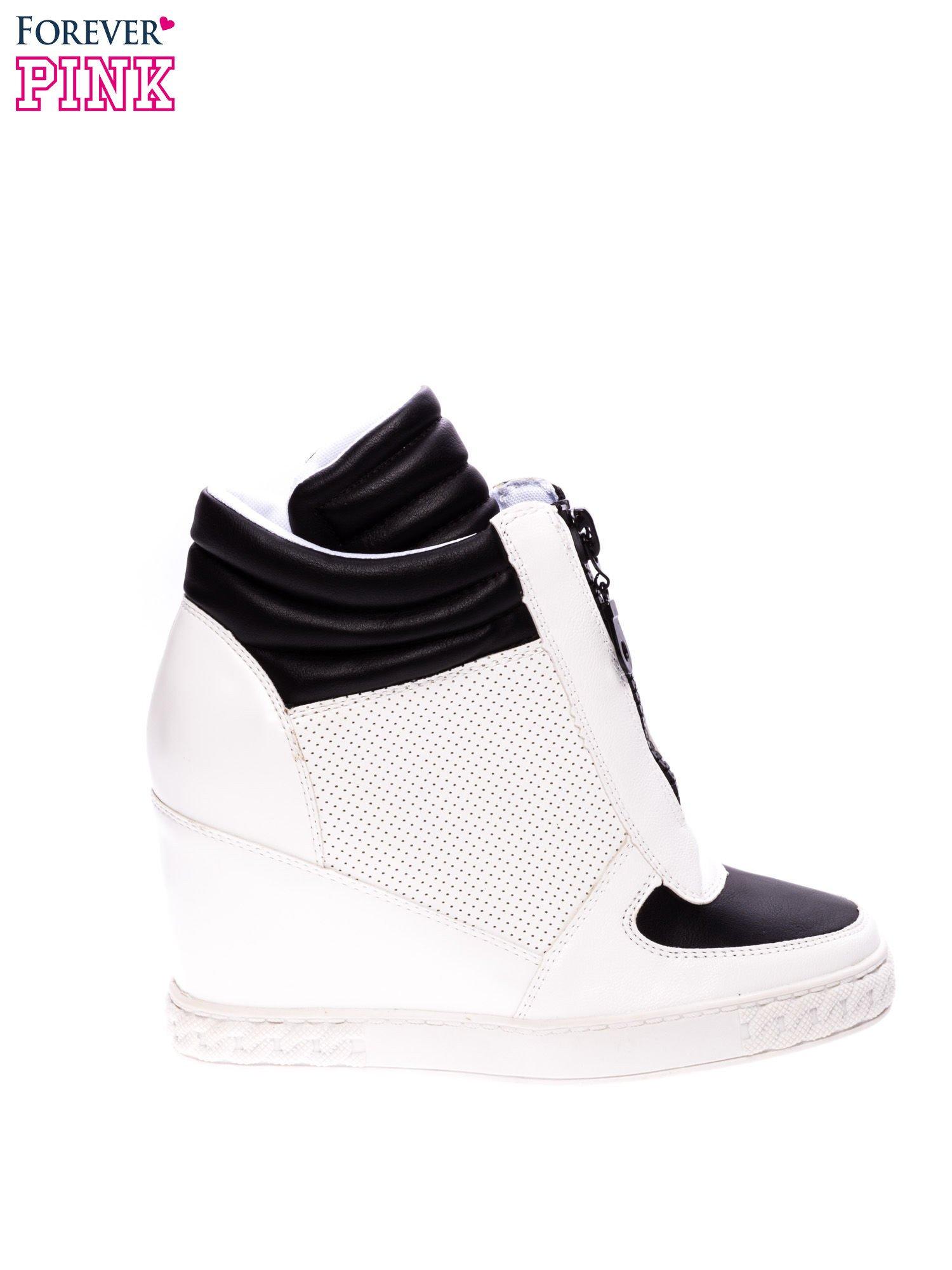 Biało-czarne sneakersy z ażurowym wzorem                                  zdj.                                  1