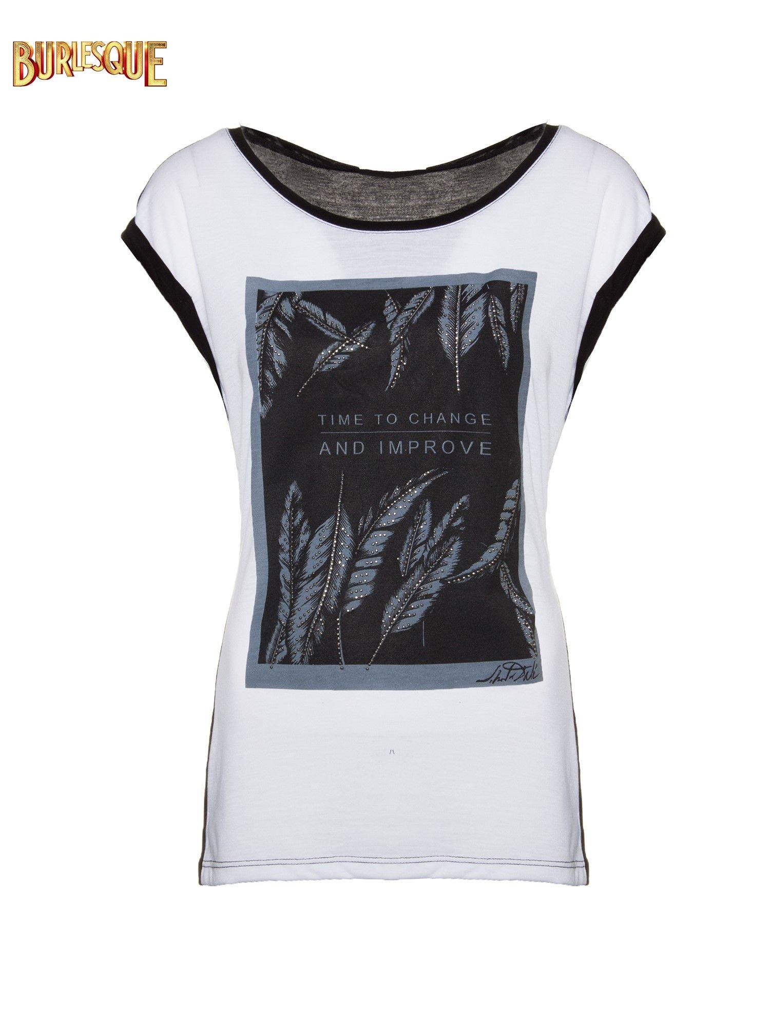 Biało-czarny t-shirt z nadrukiem piórek zdobionych dżetami                                  zdj.                                  1