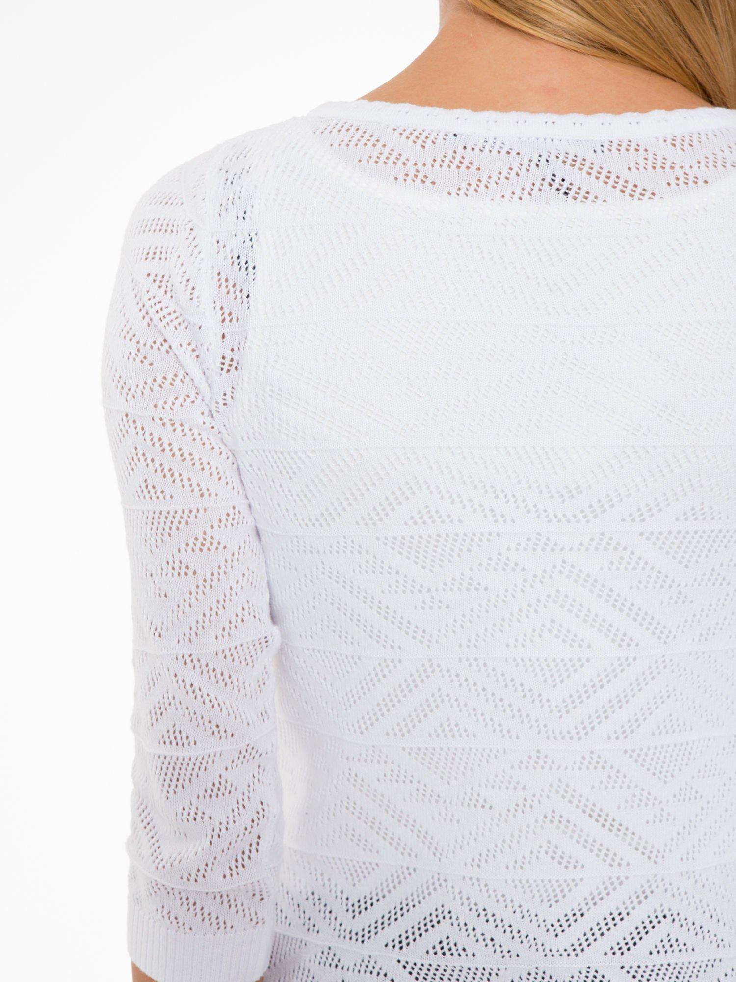 Biały ażurowy sweter kardigan na guziki                                  zdj.                                  7