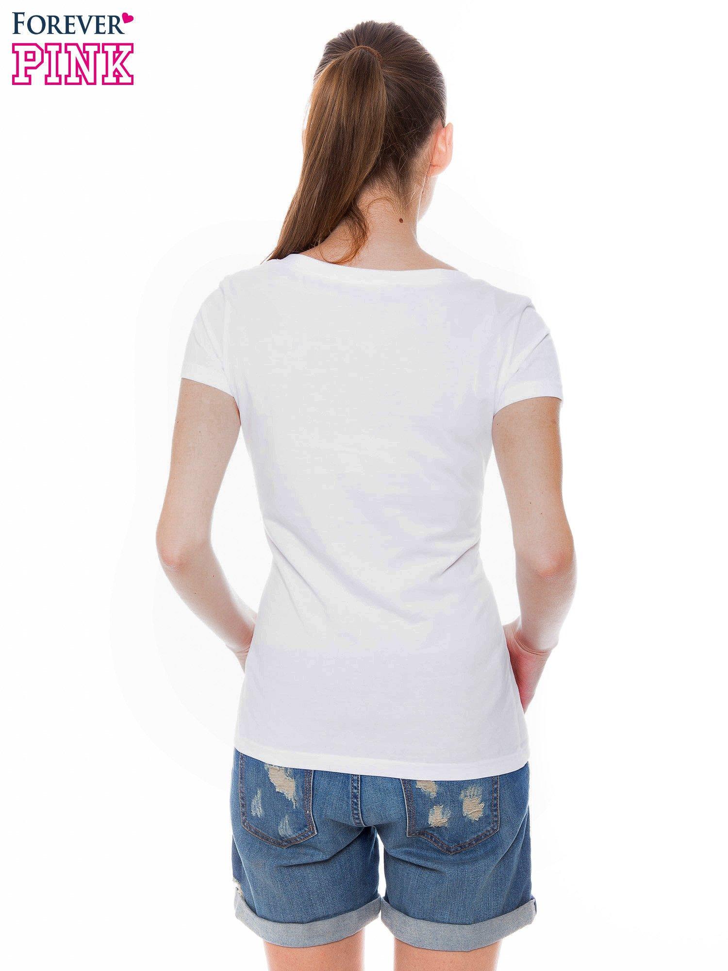 Biały basicowy t-shirt z dekoltem w serek                                  zdj.                                  4
