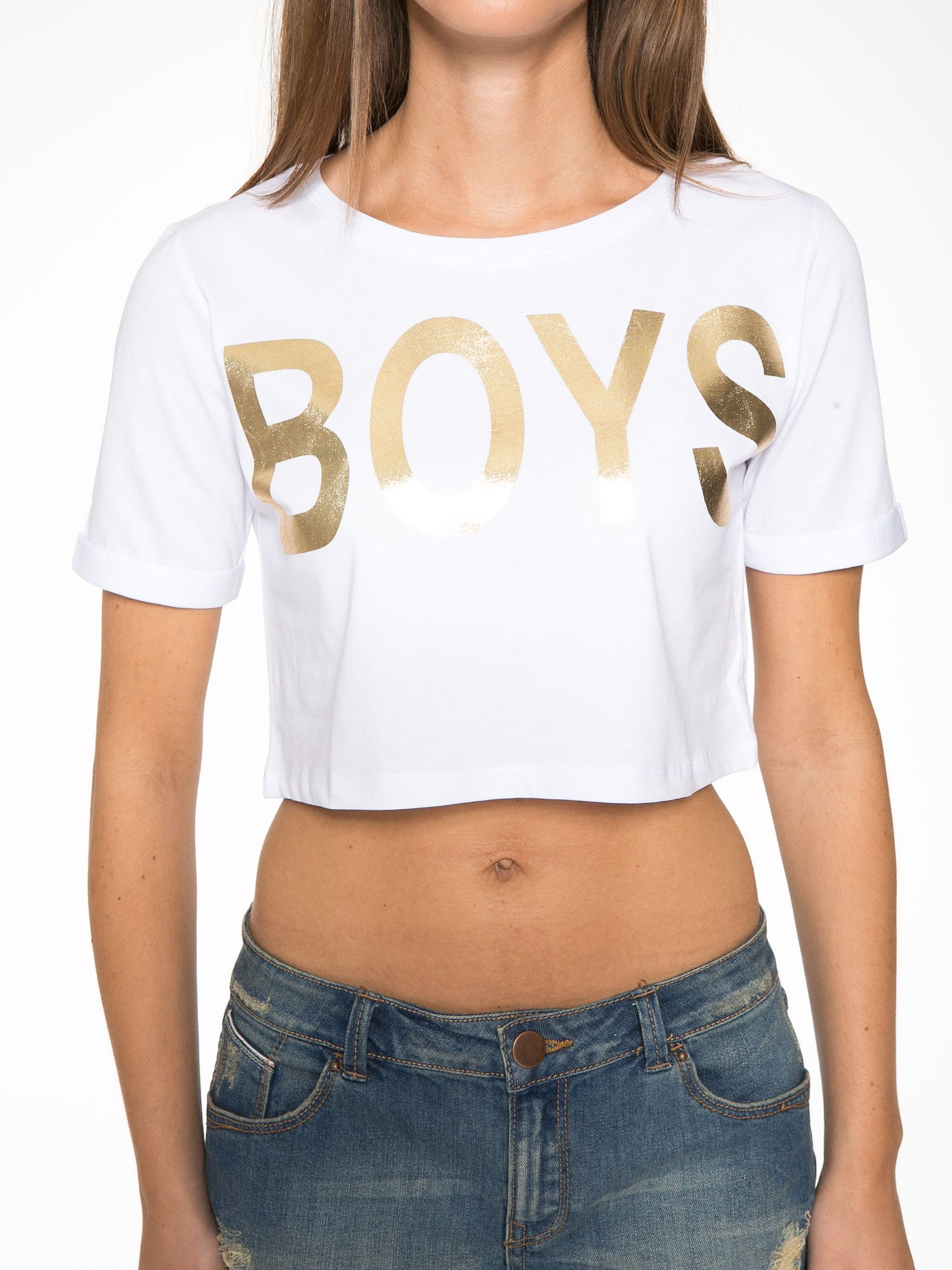Biały cropped t-shirt ze złotym napisem BOYS                                  zdj.                                  7