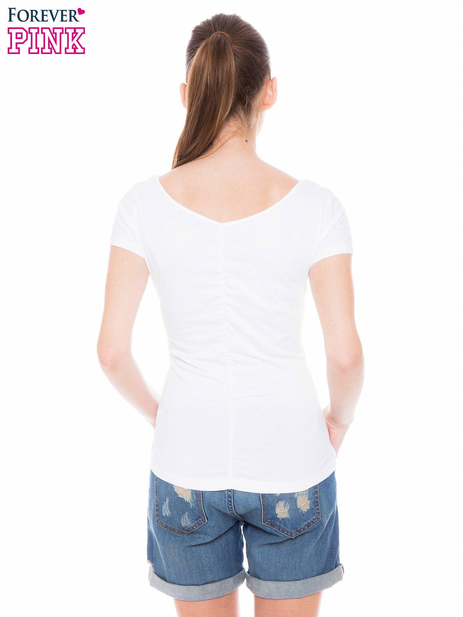 Biały gładki t-shirt z marszczeniem z tyłu                                  zdj.                                  3