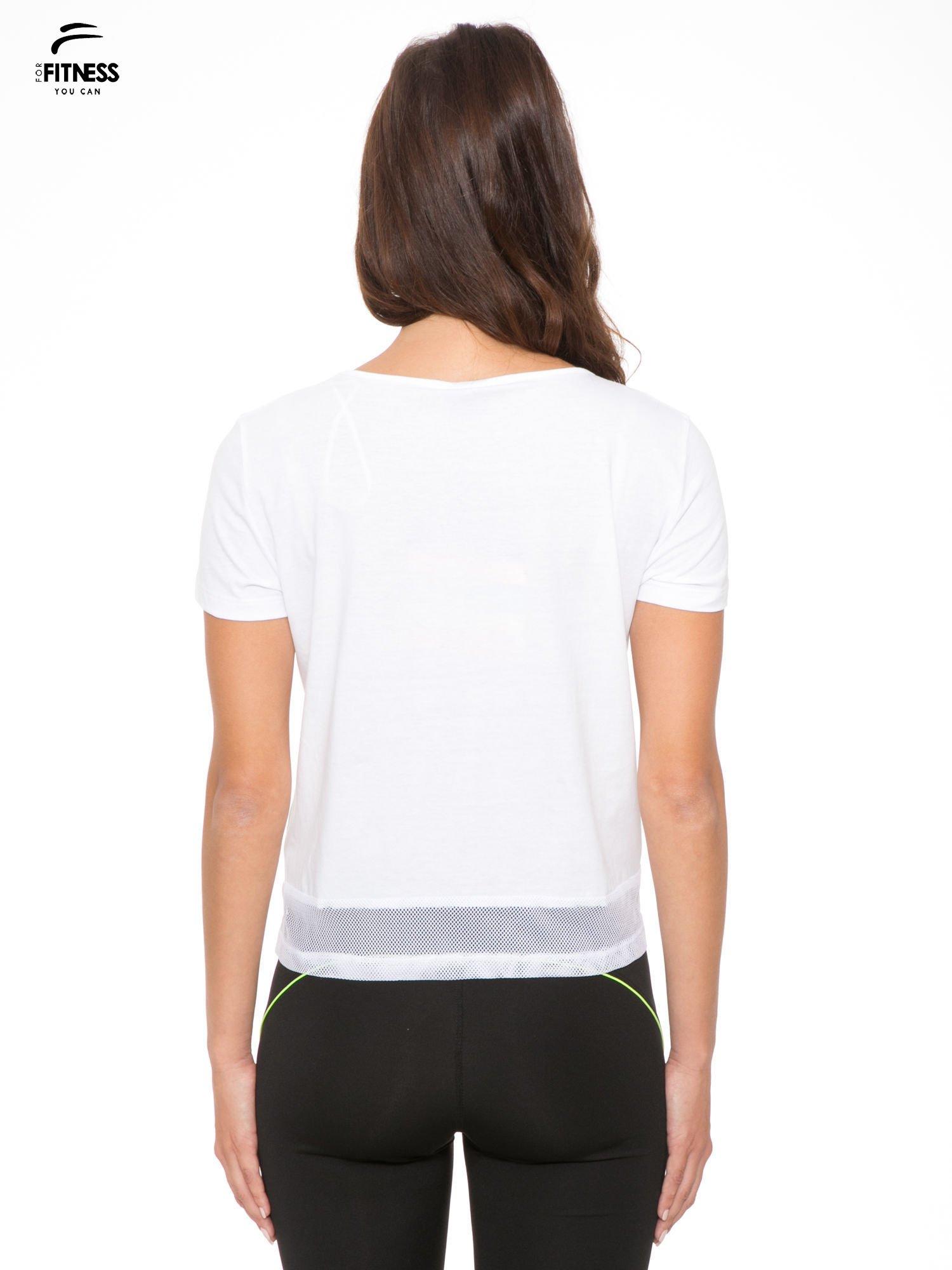 Biały gładki t-shirt z przeszyciami na dole                                  zdj.                                  3