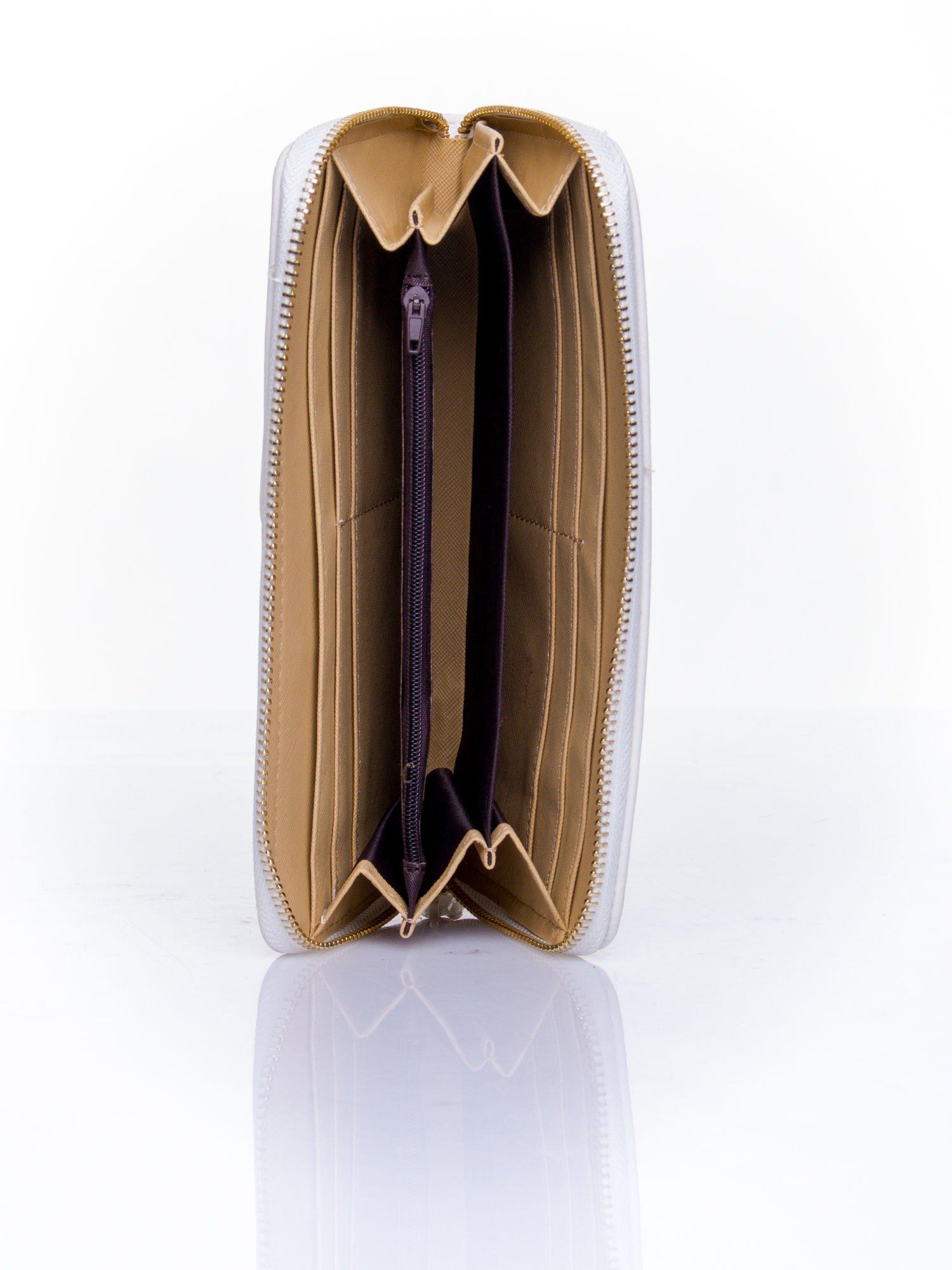 Biały pikowany portfel z ozdobną klamerką                                  zdj.                                  4