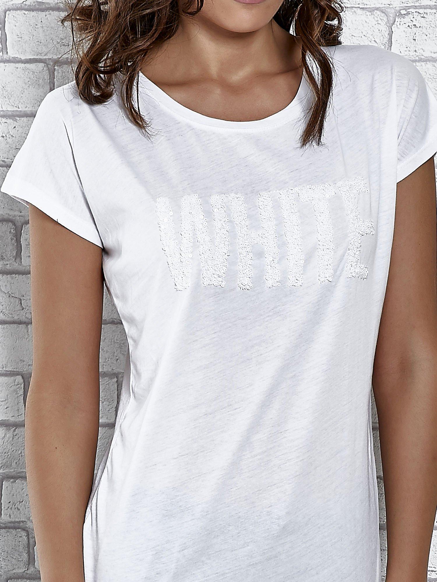 Biały t-shirt damski z napisem WHITE                                  zdj.                                  5