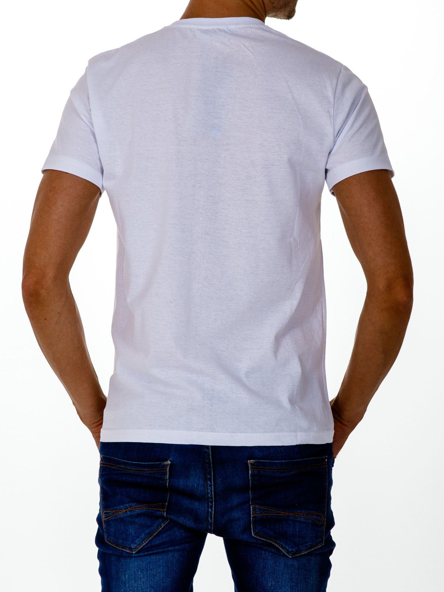 Biały t-shirt męski z nadrukiem czaszki i napisami                                  zdj.                                  2