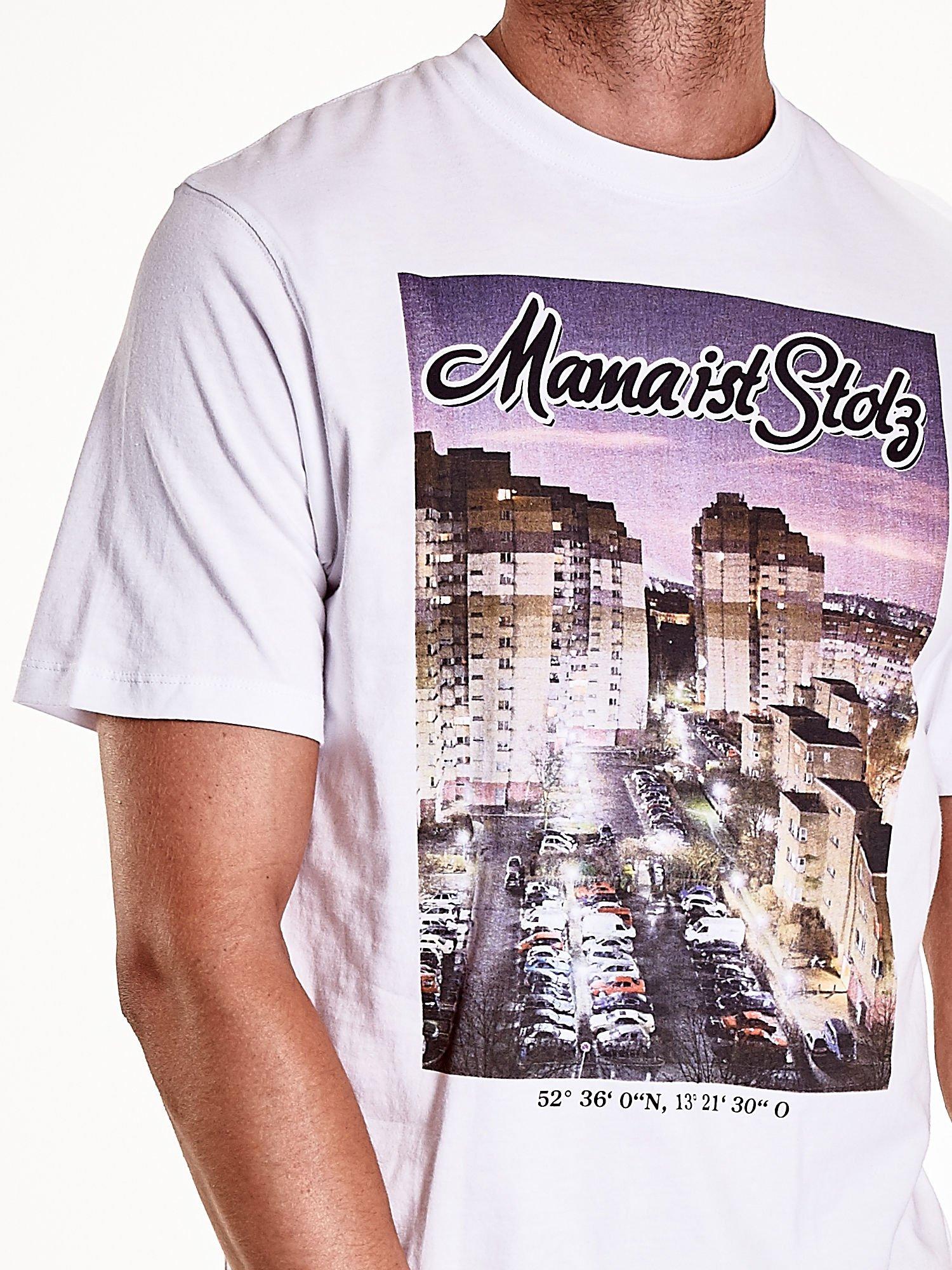 Biały t-shirt męski ze zdjęciem miasta                                  zdj.                                  7