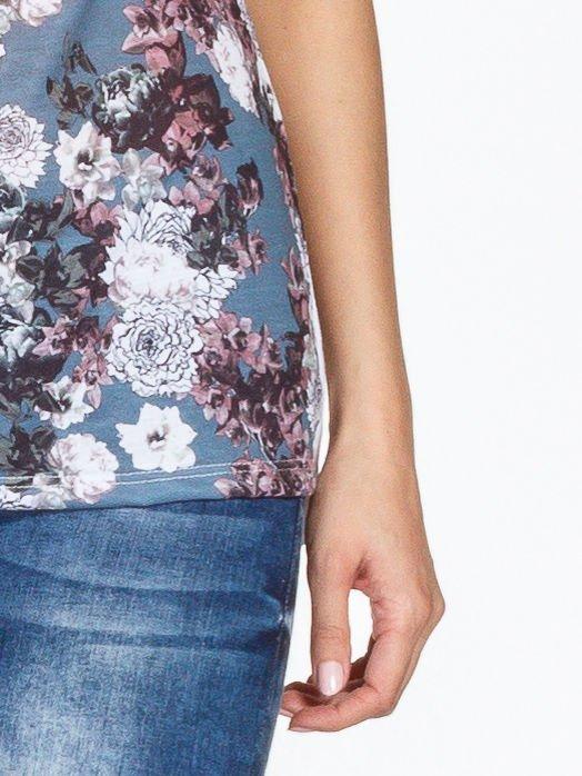 Biały t-shirt we wzór kwiatowy                                  zdj.                                  6