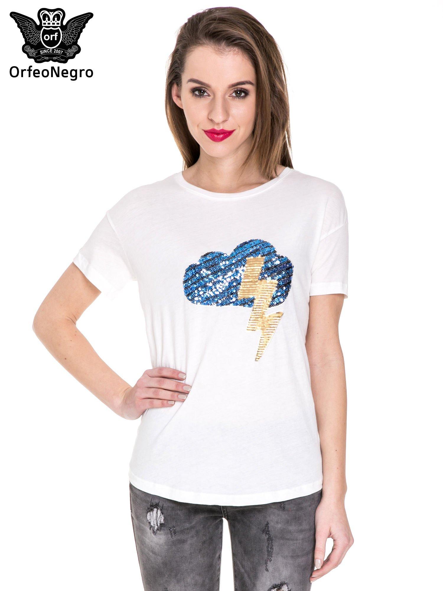 Biały t-shirt z aplikacją z cekinów                                  zdj.                                  1
