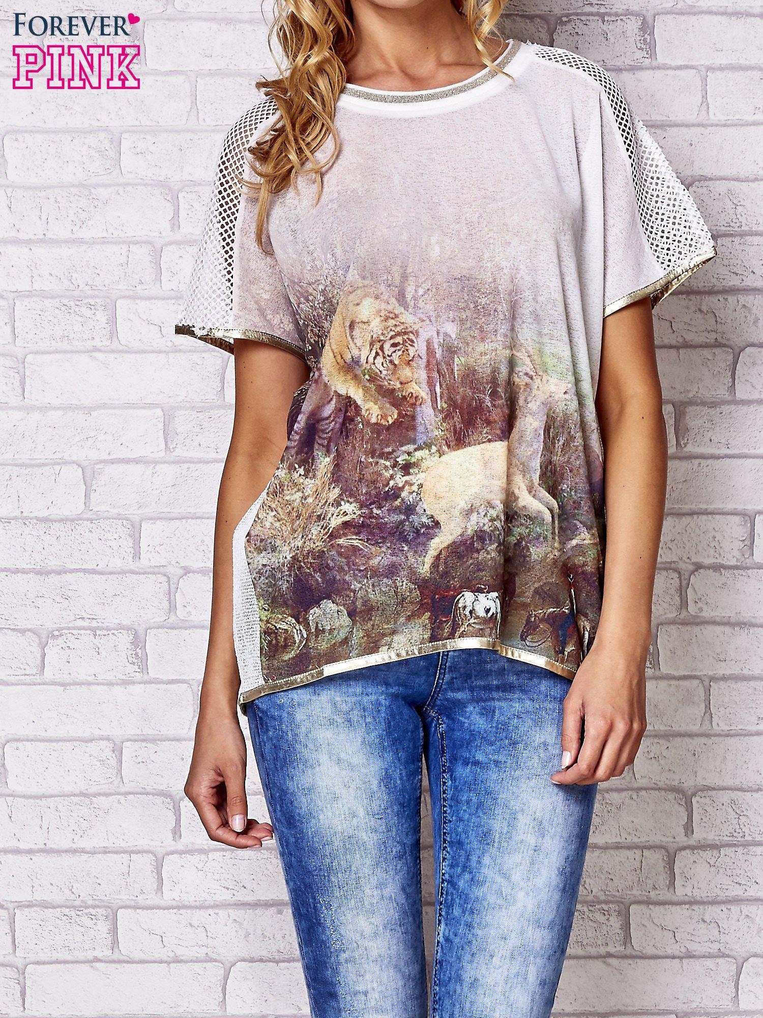 Biały t-shirt z grafiką animal print i siateczkowym tyłem                                  zdj.                                  1