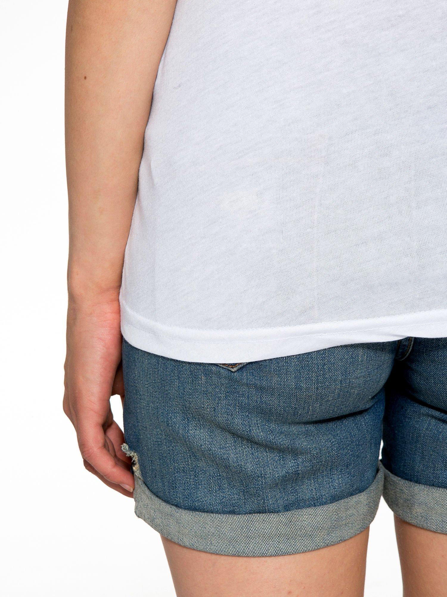 Biały t-shirt z gwiazdą z cekinów                                  zdj.                                  11