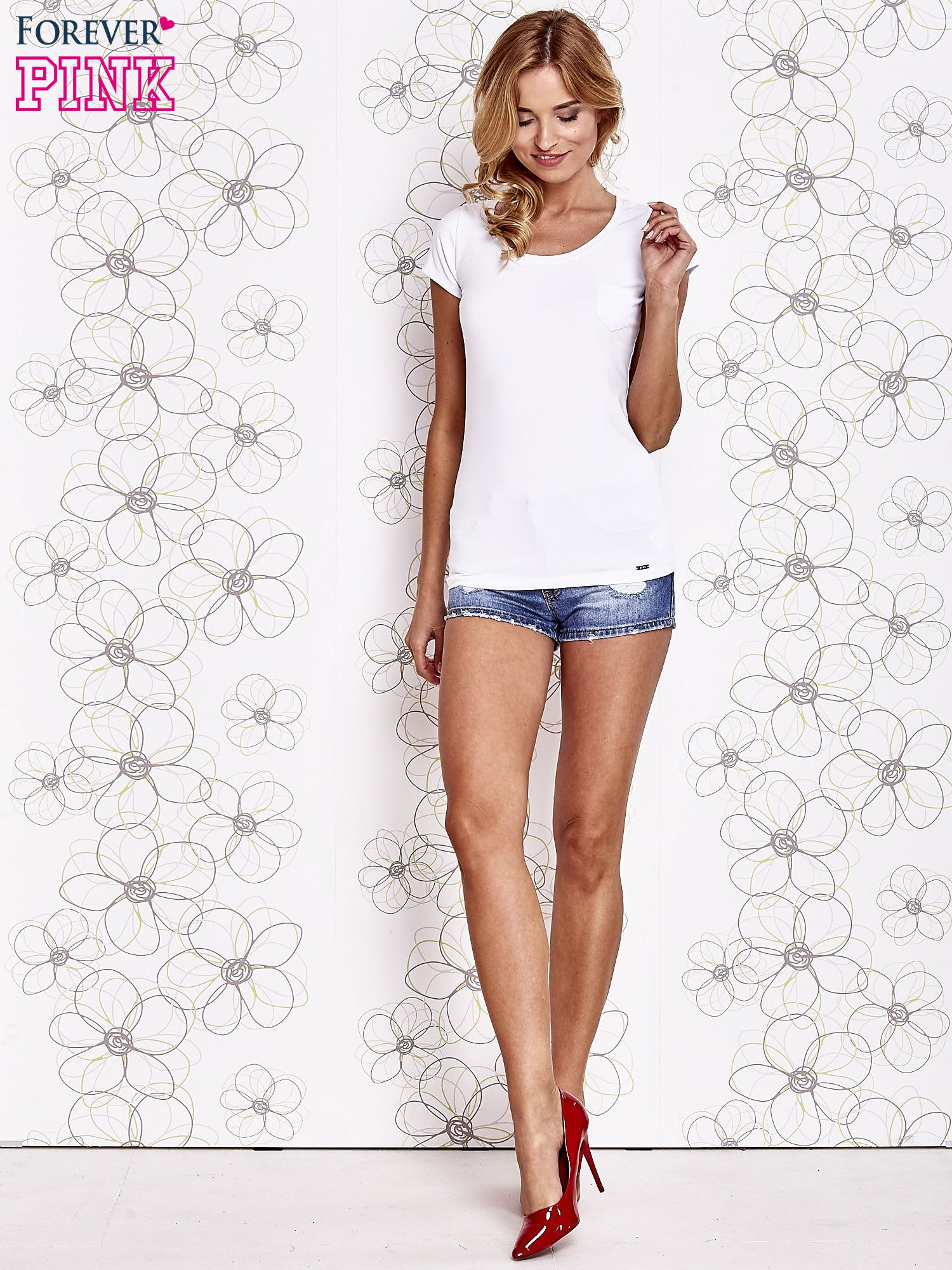 Biały t-shirt z kieszonką i koronkowym tyłem                                  zdj.                                  2