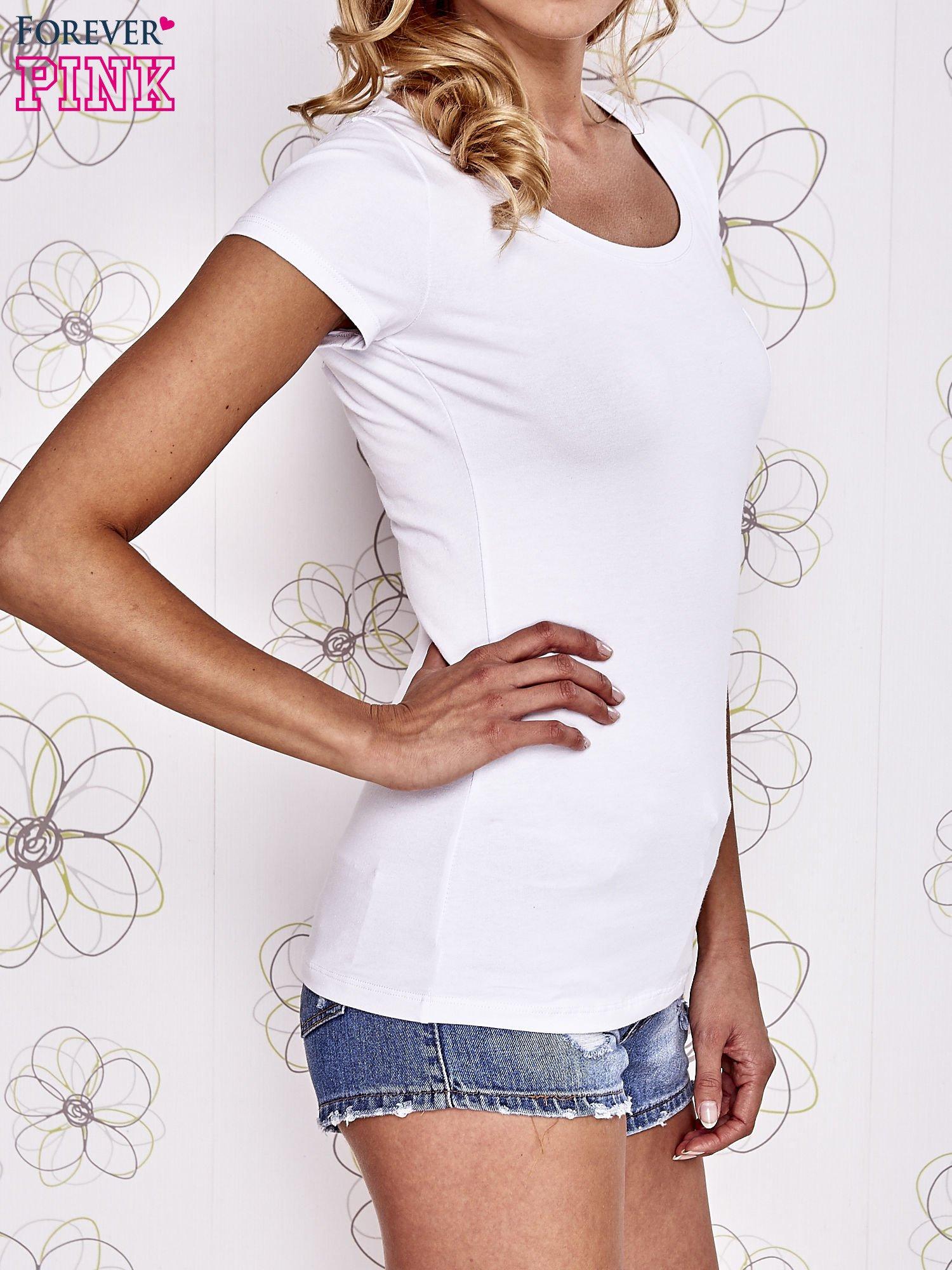 Biały t-shirt z kieszonką i koronkowym tyłem                                  zdj.                                  3