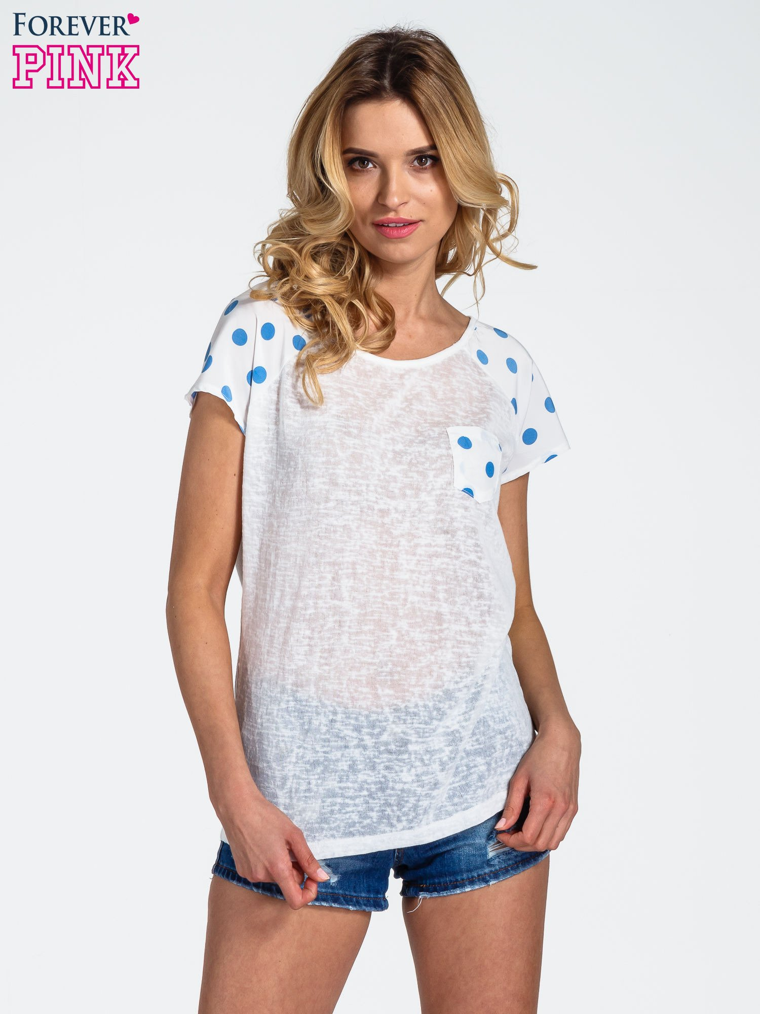 Biały t-shirt z kieszonką w groszki                                  zdj.                                  1