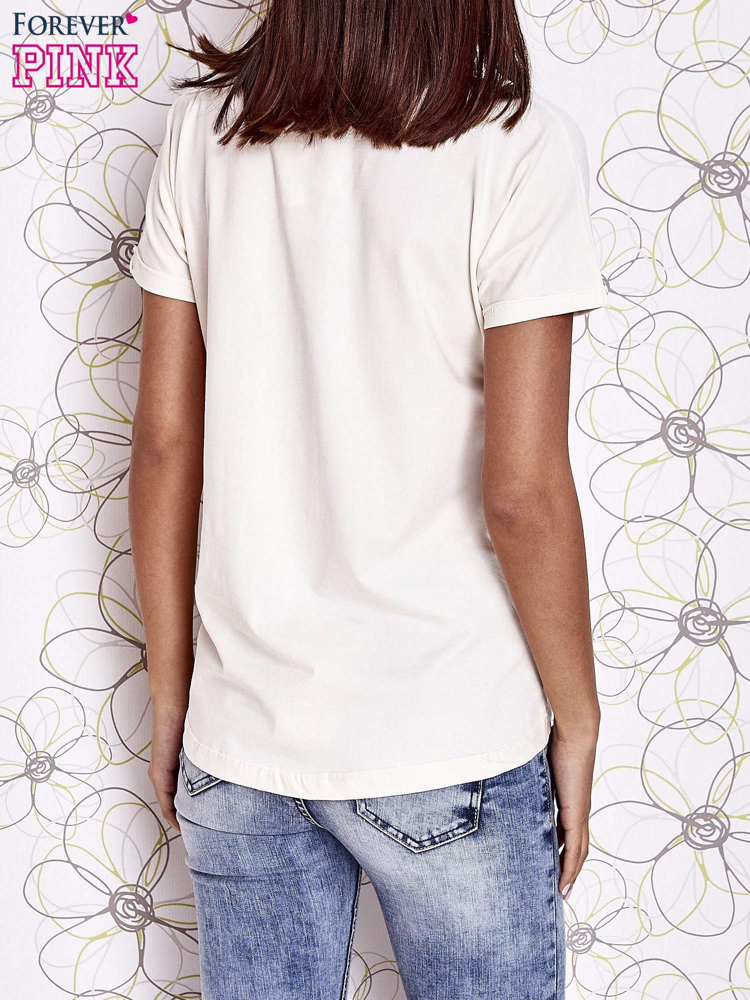 Biały t-shirt z motywem serca i kokardki                                  zdj.                                  4