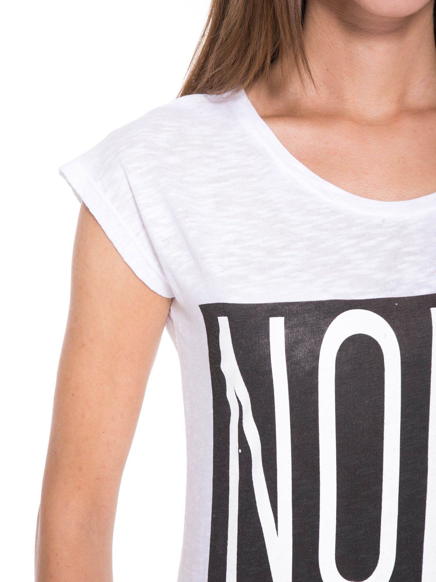 Biały t-shirt z nadrukiem NOPE                                  zdj.                                  7
