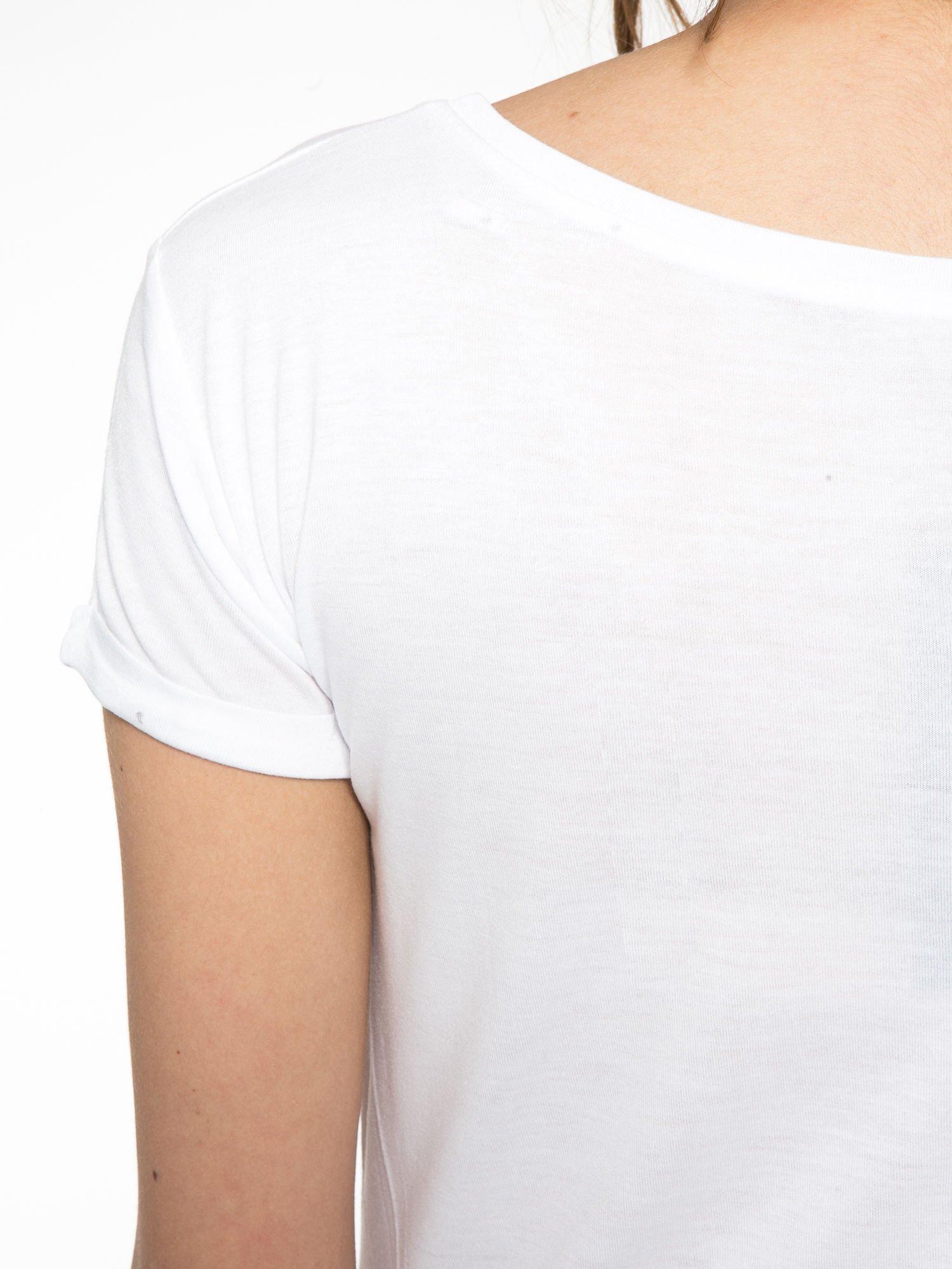 Biały t-shirt z nadrukiem kota i myszy                                  zdj.                                  10