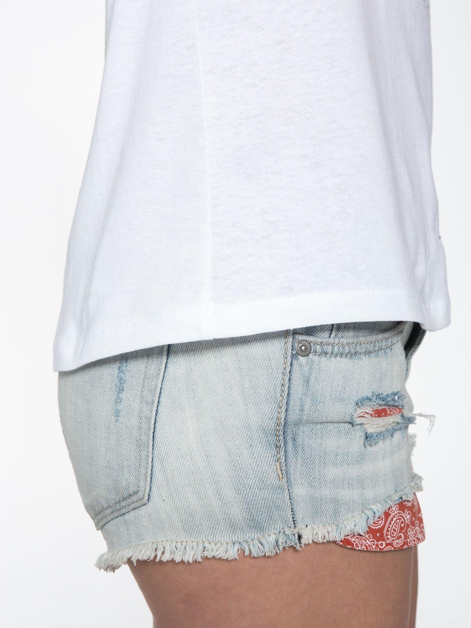Biały t-shirt z nadrukiem kwiatowym PRETTY GIRL                                  zdj.                                  9
