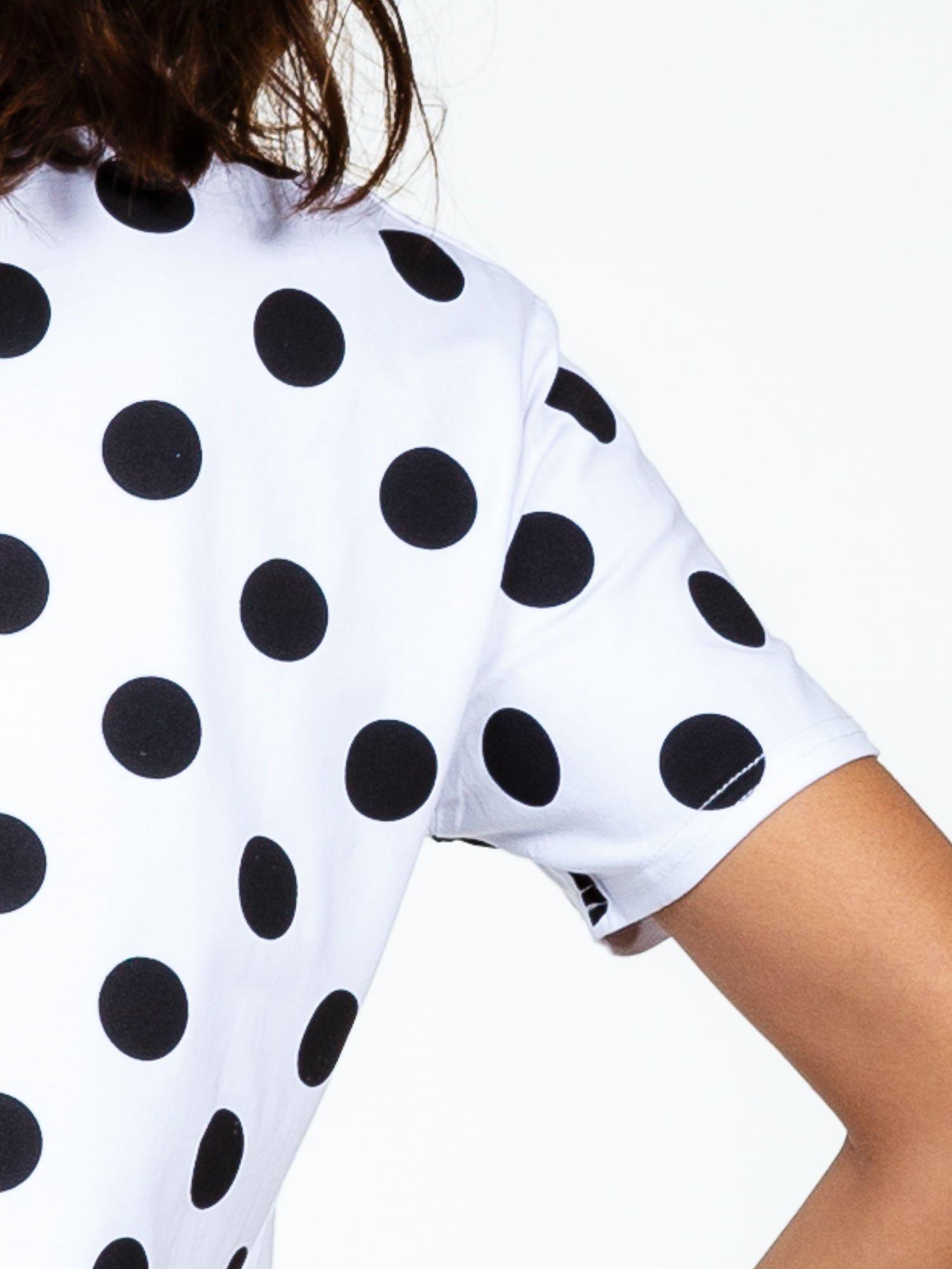Biały t-shirt z nadrukiem ust                                   zdj.                                  6
