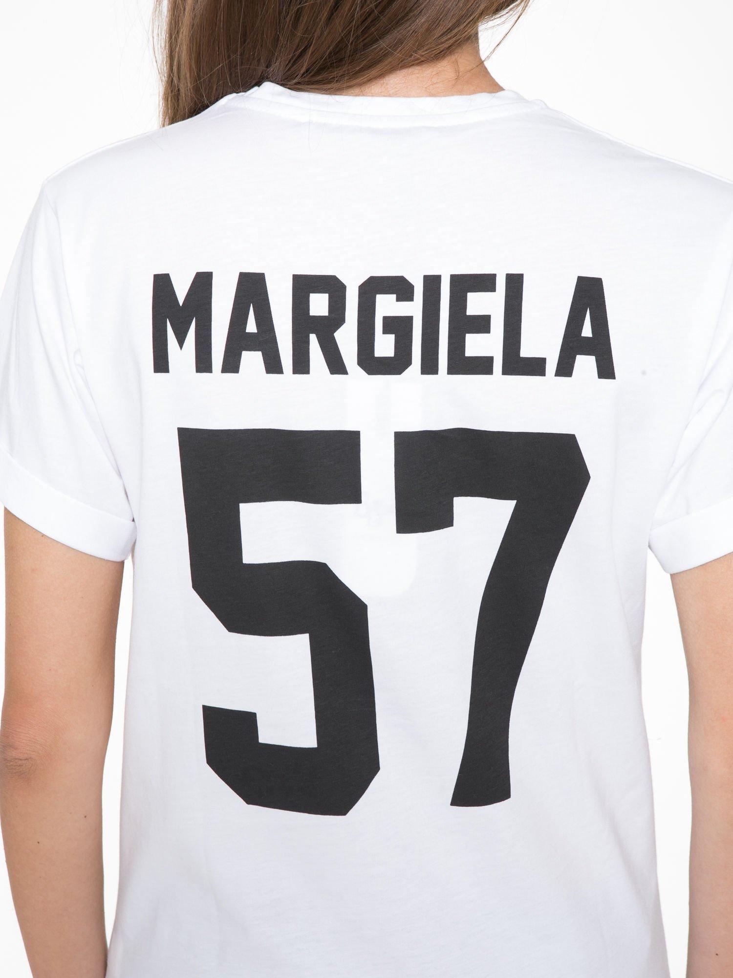Biały t-shirt z napisem MARGIELA 47 na plecach                                  zdj.                                  9