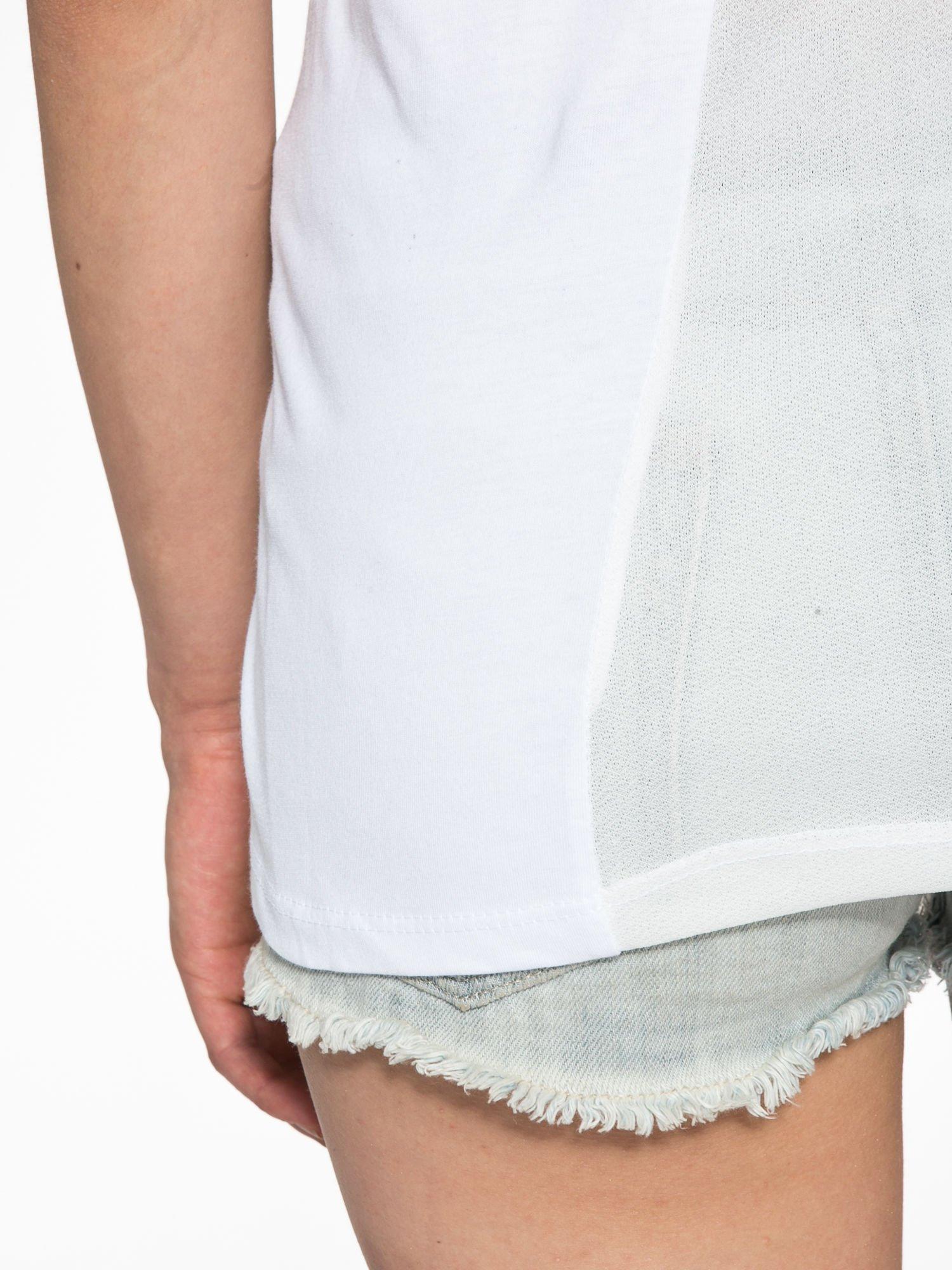 Biały t-shirt z napisem SORRY I'M SUPER FRESH z dżetami                                  zdj.                                  10