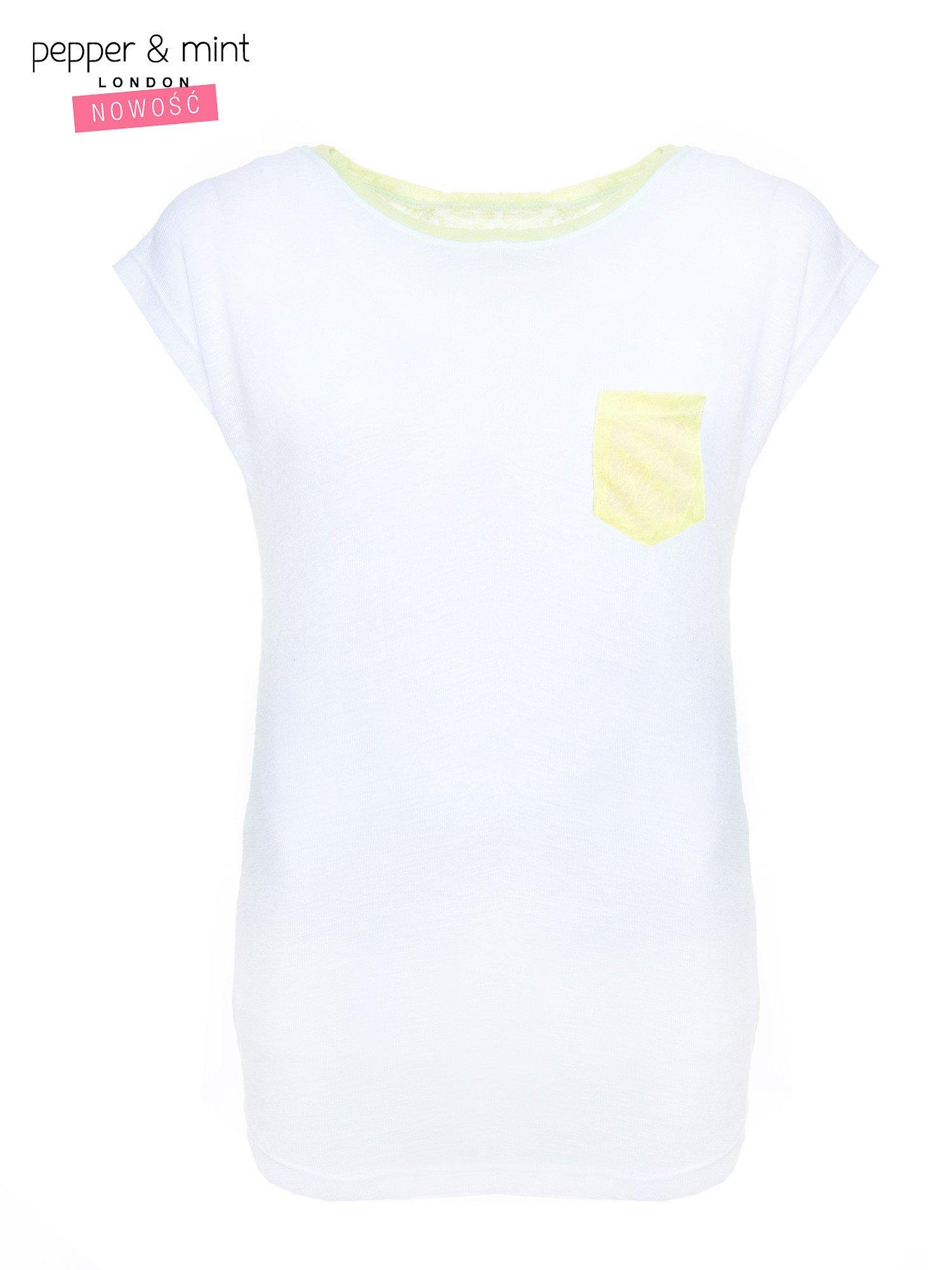 Biały t-shirt z wydłużanym tyłem w kolorze żółtym                                  zdj.                                  4