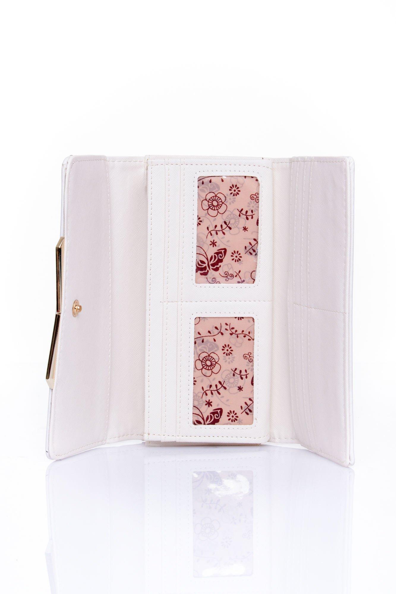 Biały zamszowy portfel z geometrycznym motywem                                  zdj.                                  4