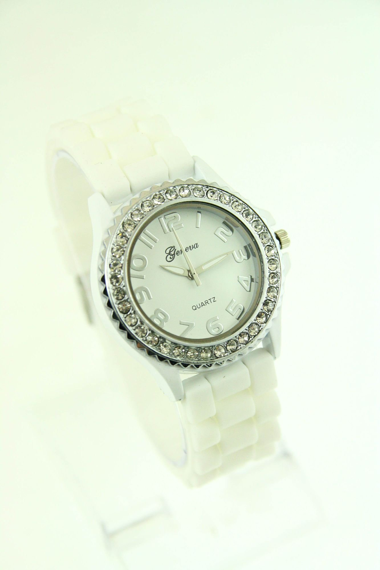 Biały zegarek damski na silikonowym pasku                                  zdj.                                  1