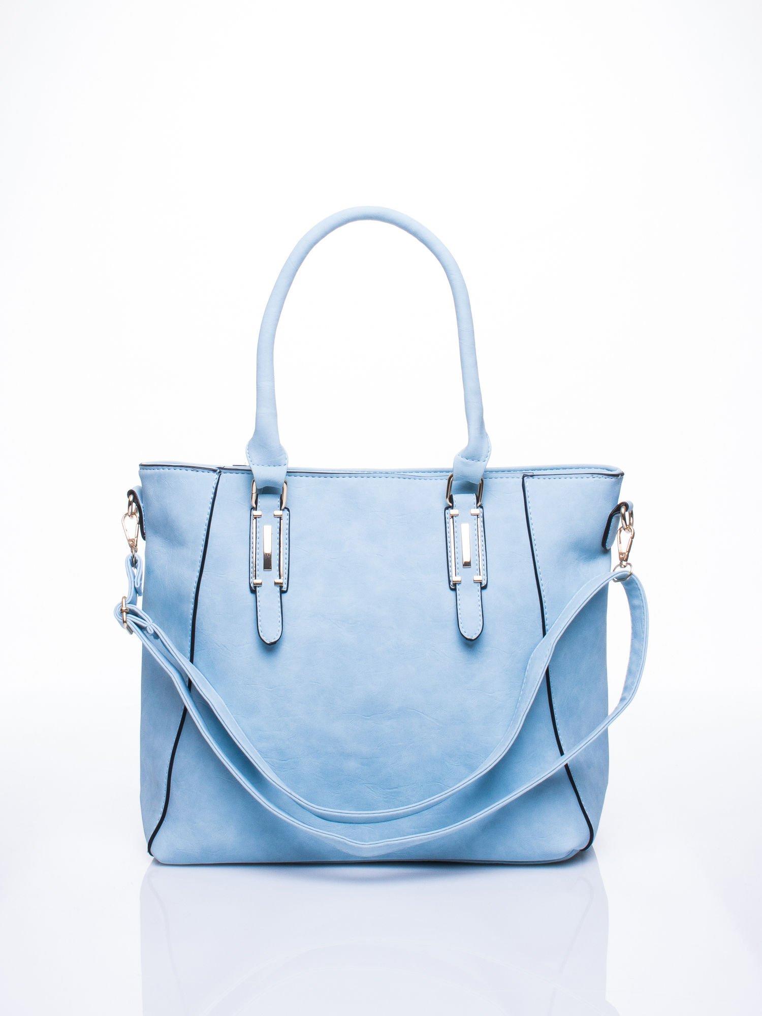 Błękitna fakturowana torba z odpinanym paskiem                                  zdj.                                  1