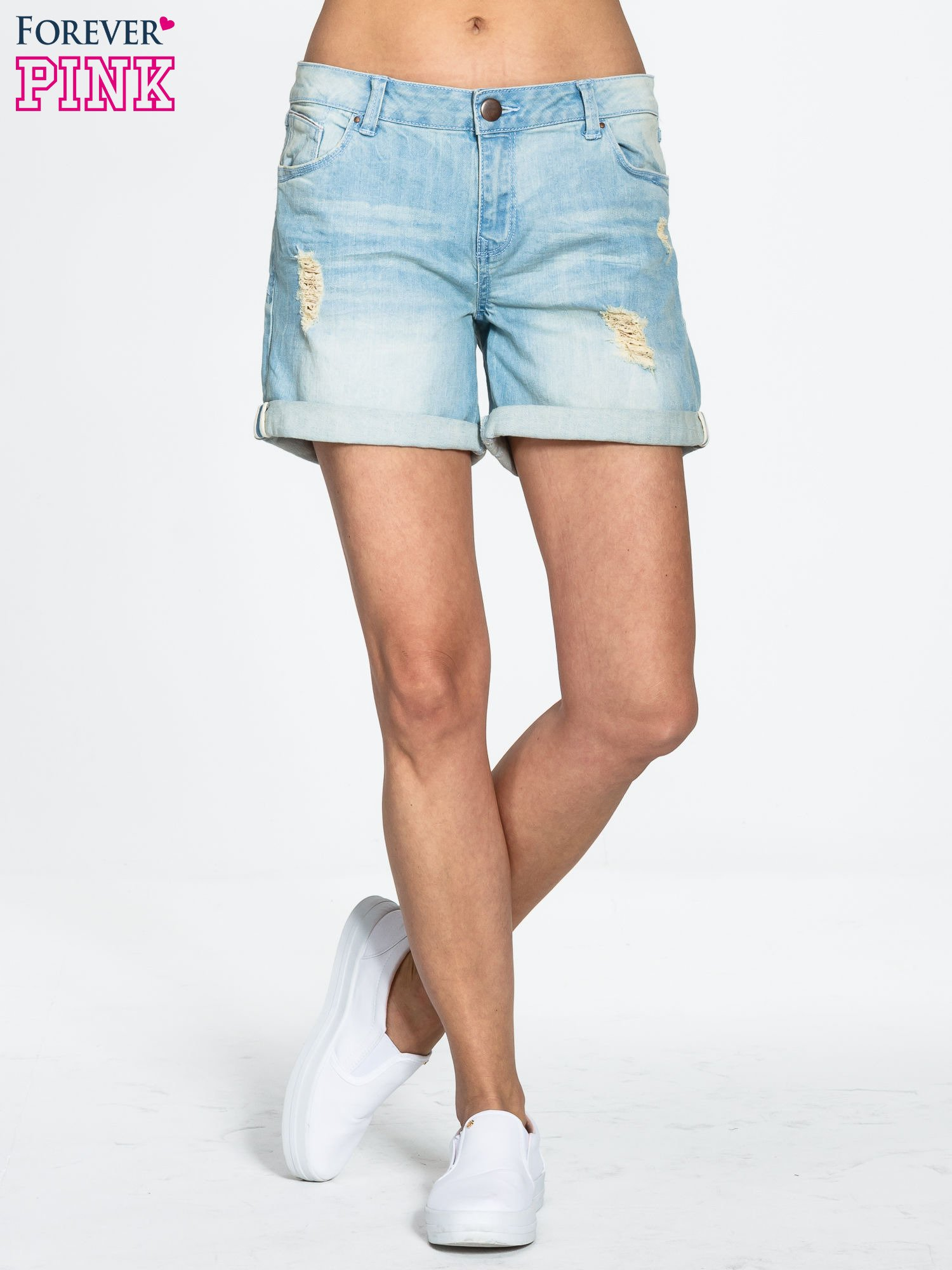 Błękitne jeansowe szorty z podwijanymi nogawkami                                  zdj.                                  1