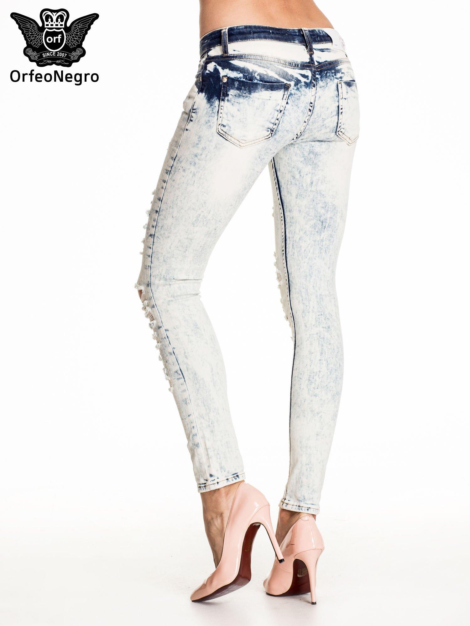 Błękitne marmurkowe spodnie trash jeans                                  zdj.                                  4