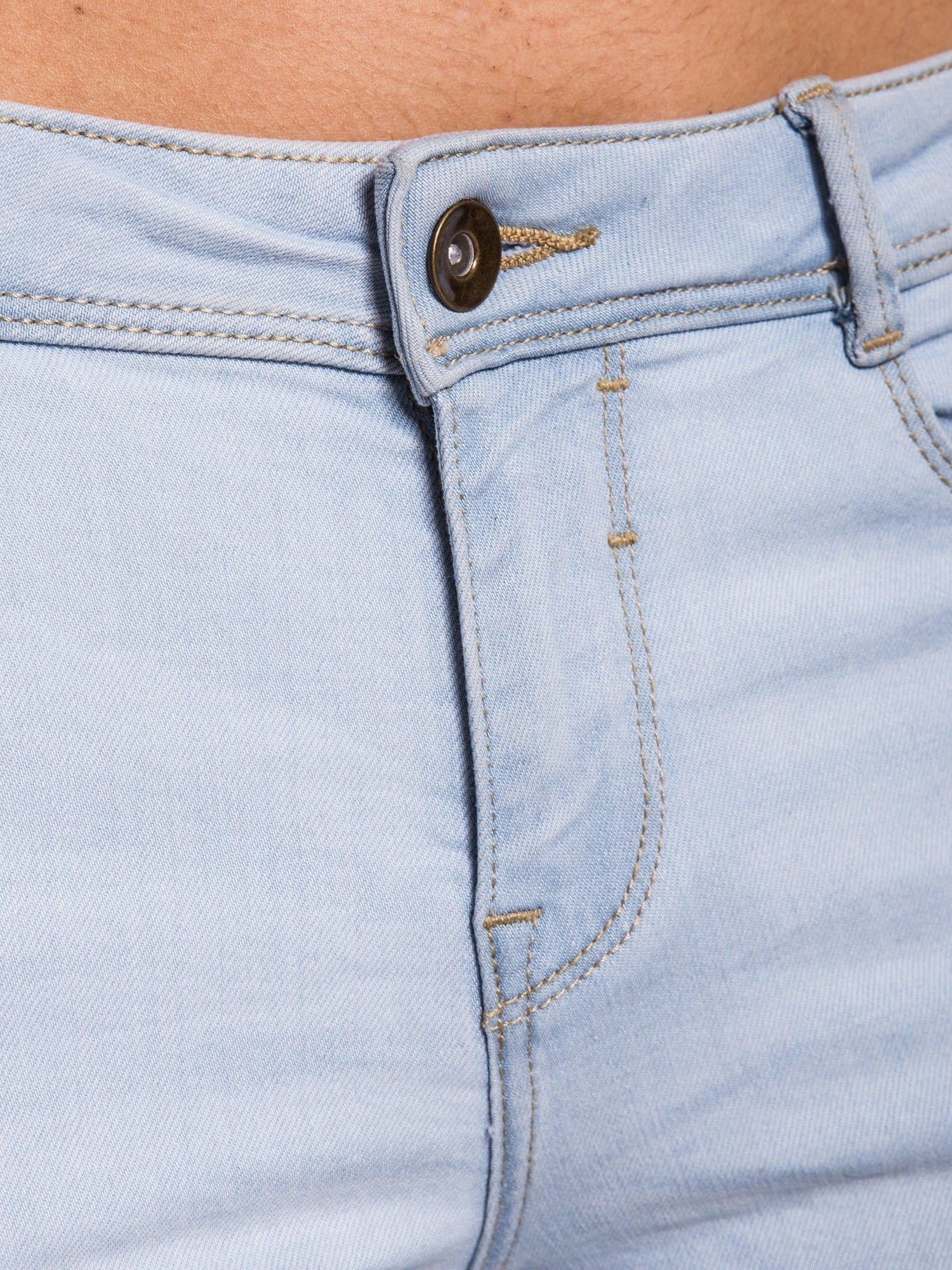 Błękitne spodnie jeansowe skinny fit                                  zdj.                                  4