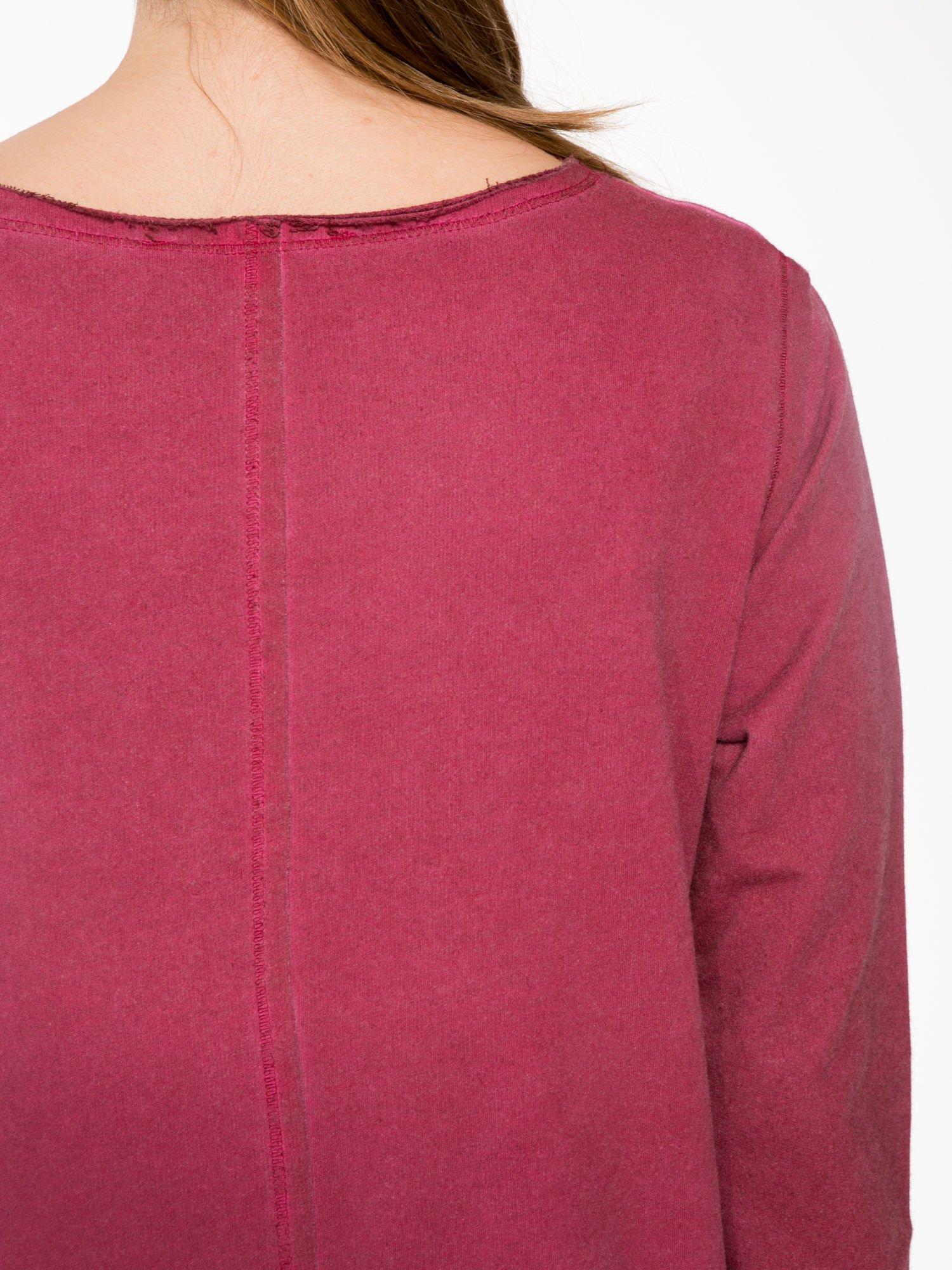 Bordowa bluza z surowym wykończeniem i widocznymi szwami                                  zdj.                                  7