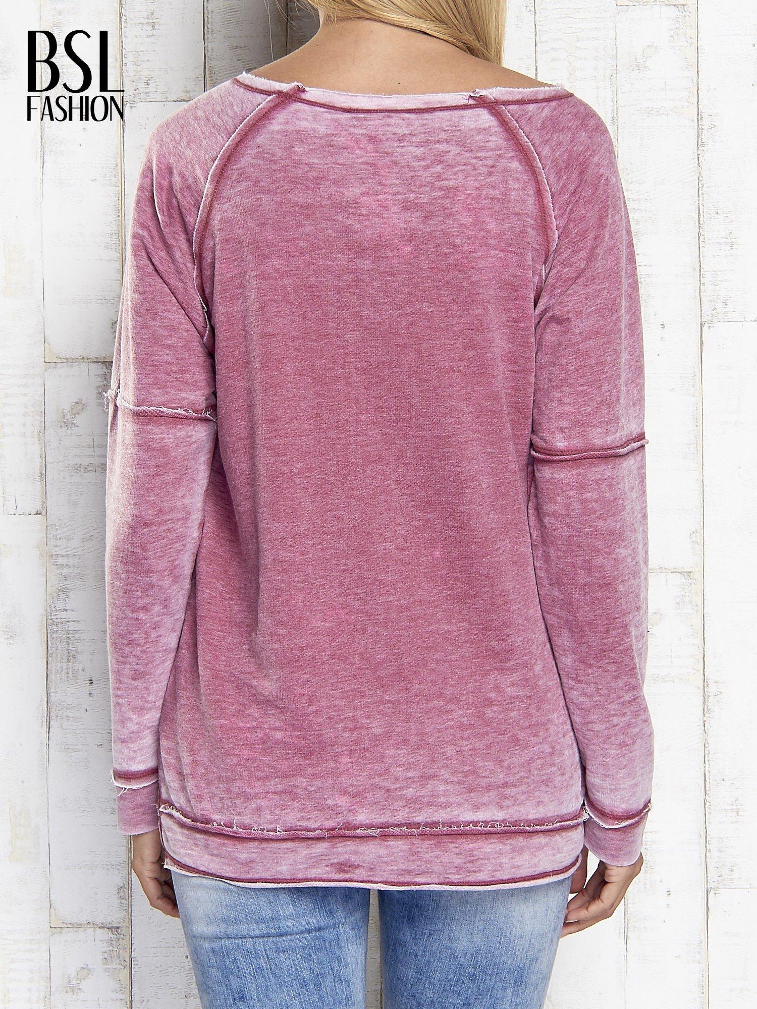 Bordowa dekatyzowana bluza z surowym wykończeniem                                  zdj.                                  5