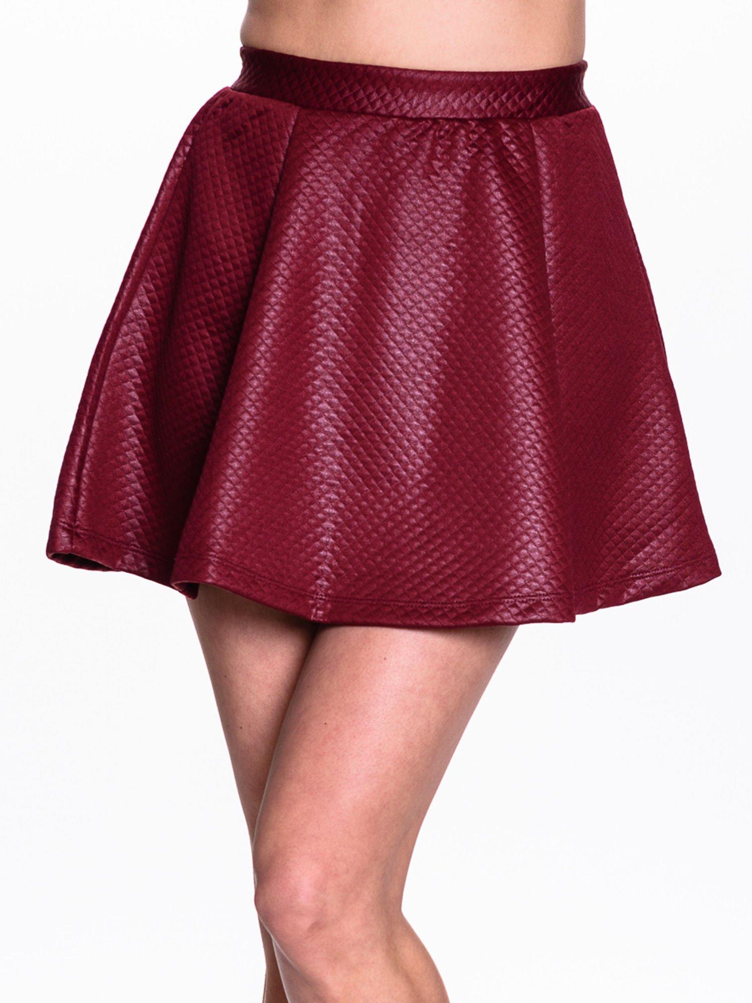 Bordowa pikowana spódnica mini ze skóry                                  zdj.                                  5