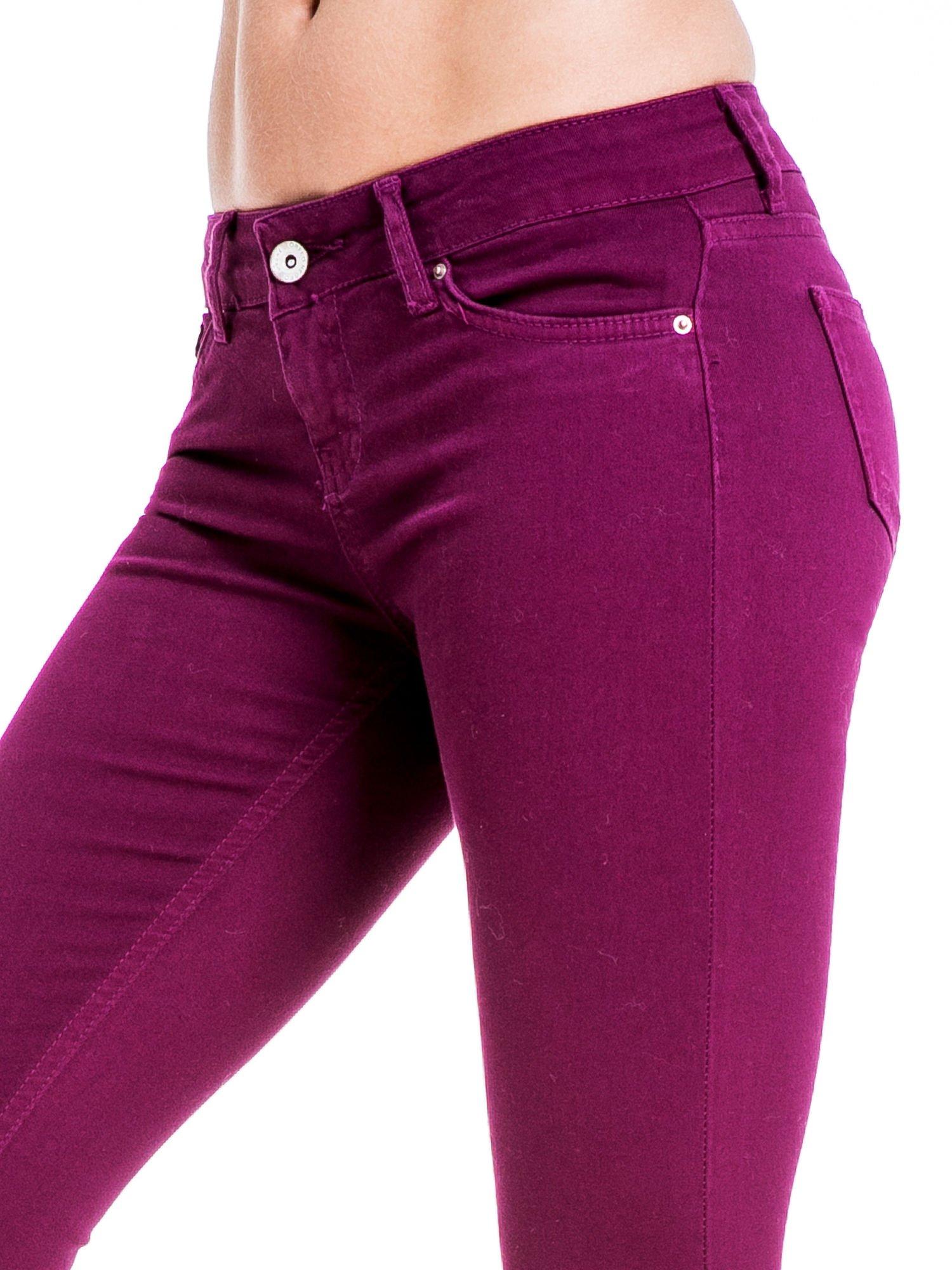 Bordowe spodnie typu skinny z elastycznego materiału                                  zdj.                                  5