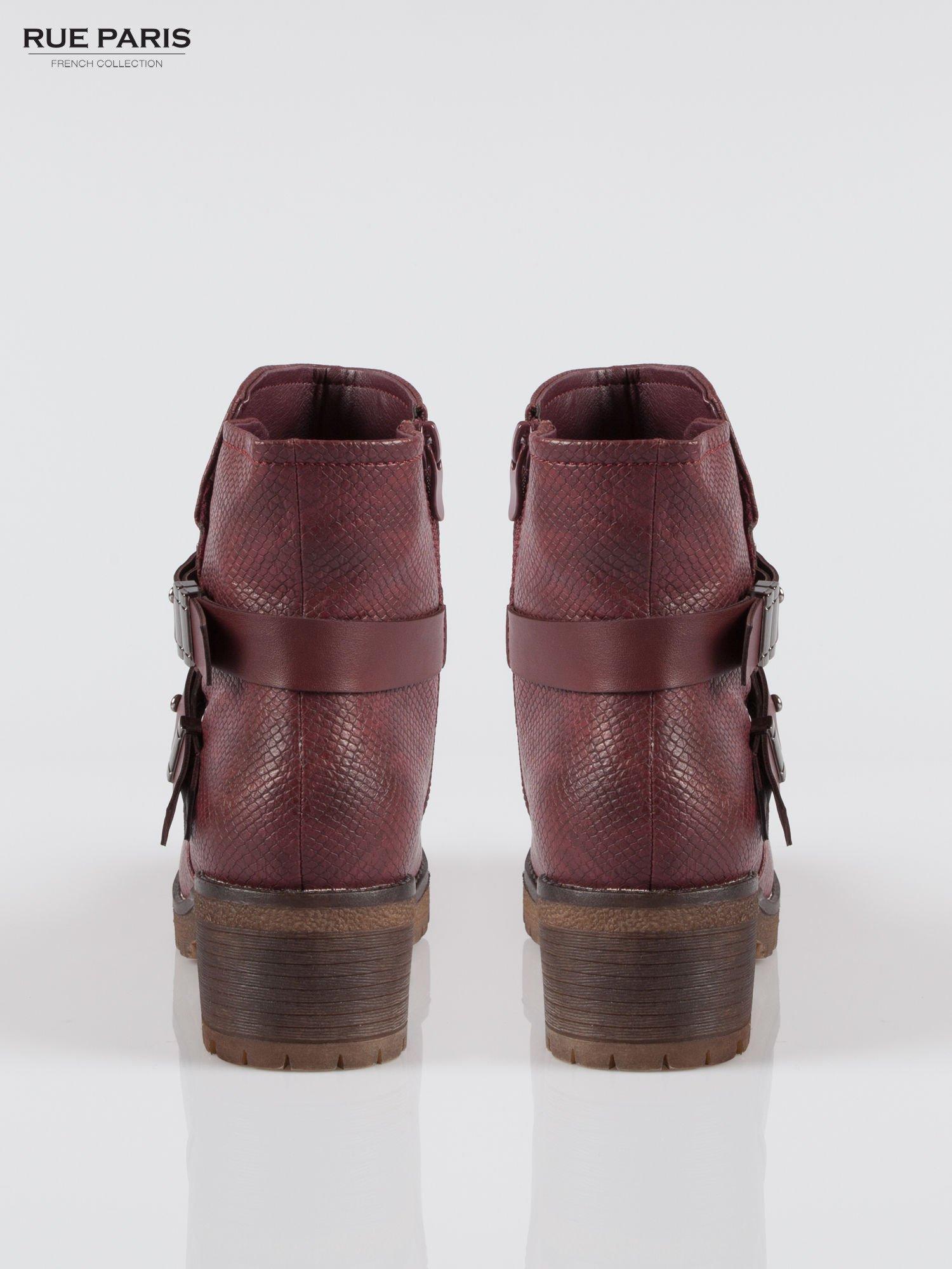 Bordowe tłoczone botki biker boots z klamrami                                  zdj.                                  3
