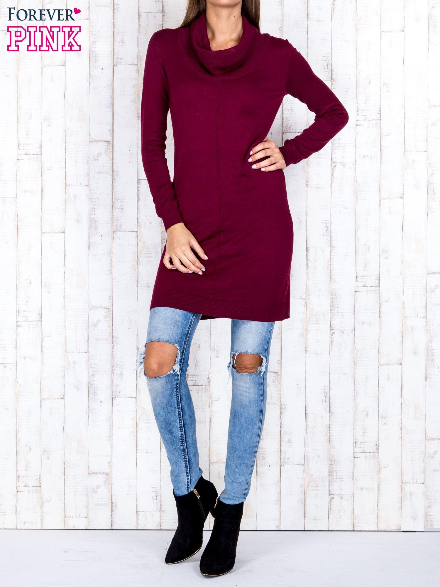 Bordowy długi sweter z golfem i dekoltem w prążki                                  zdj.                                  2