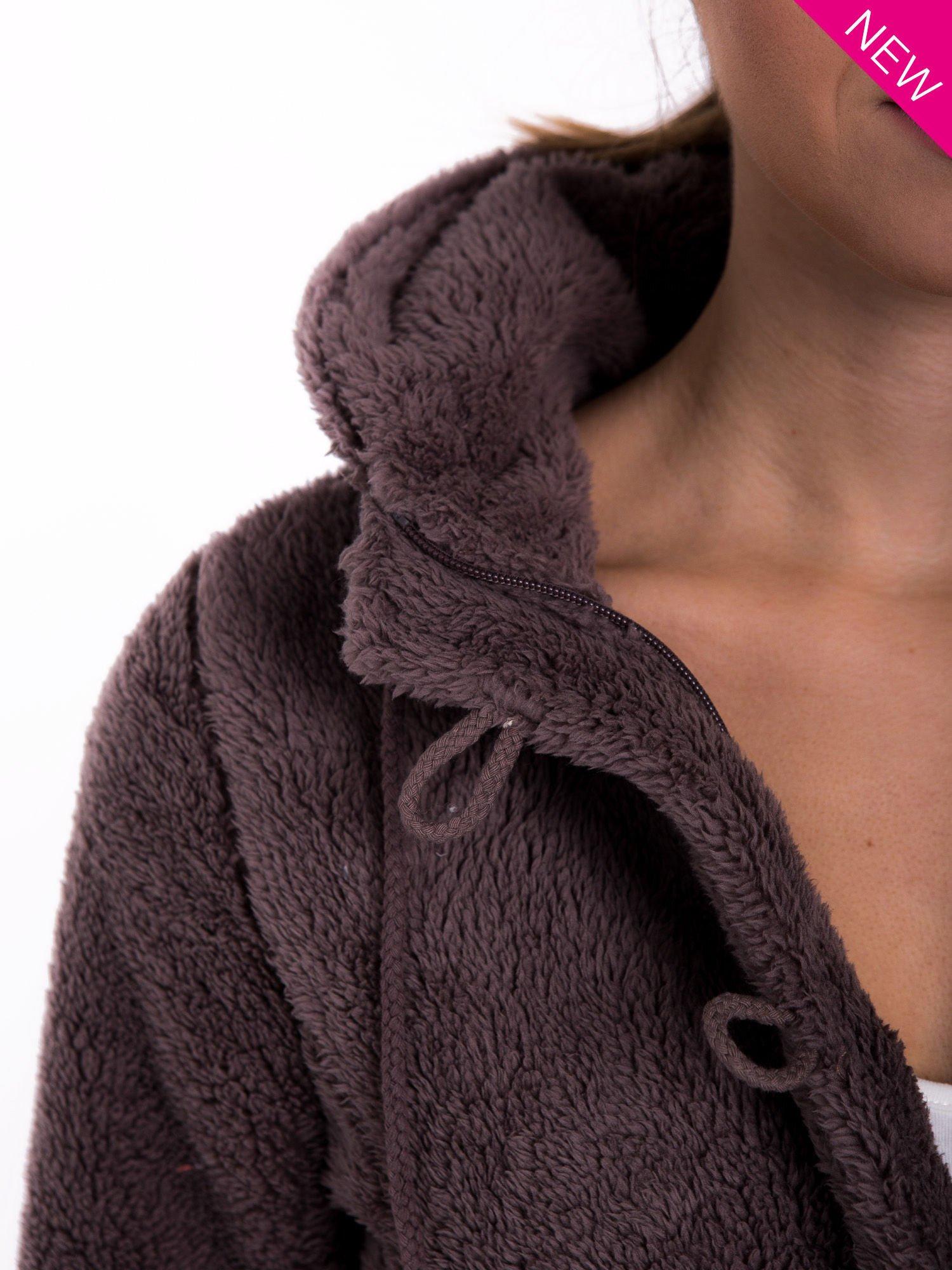 Brązowa bluza futerkowa z kapturem i rękawami z otworem na kciuk                                  zdj.                                  6