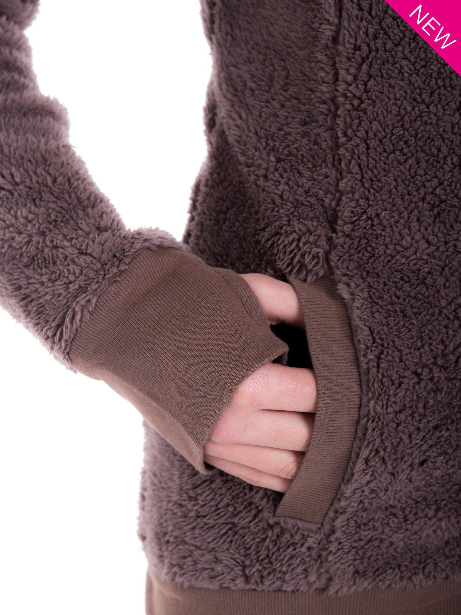 Brązowa bluza futerkowa z kapturem i rękawami z otworem na kciuk                                  zdj.                                  7