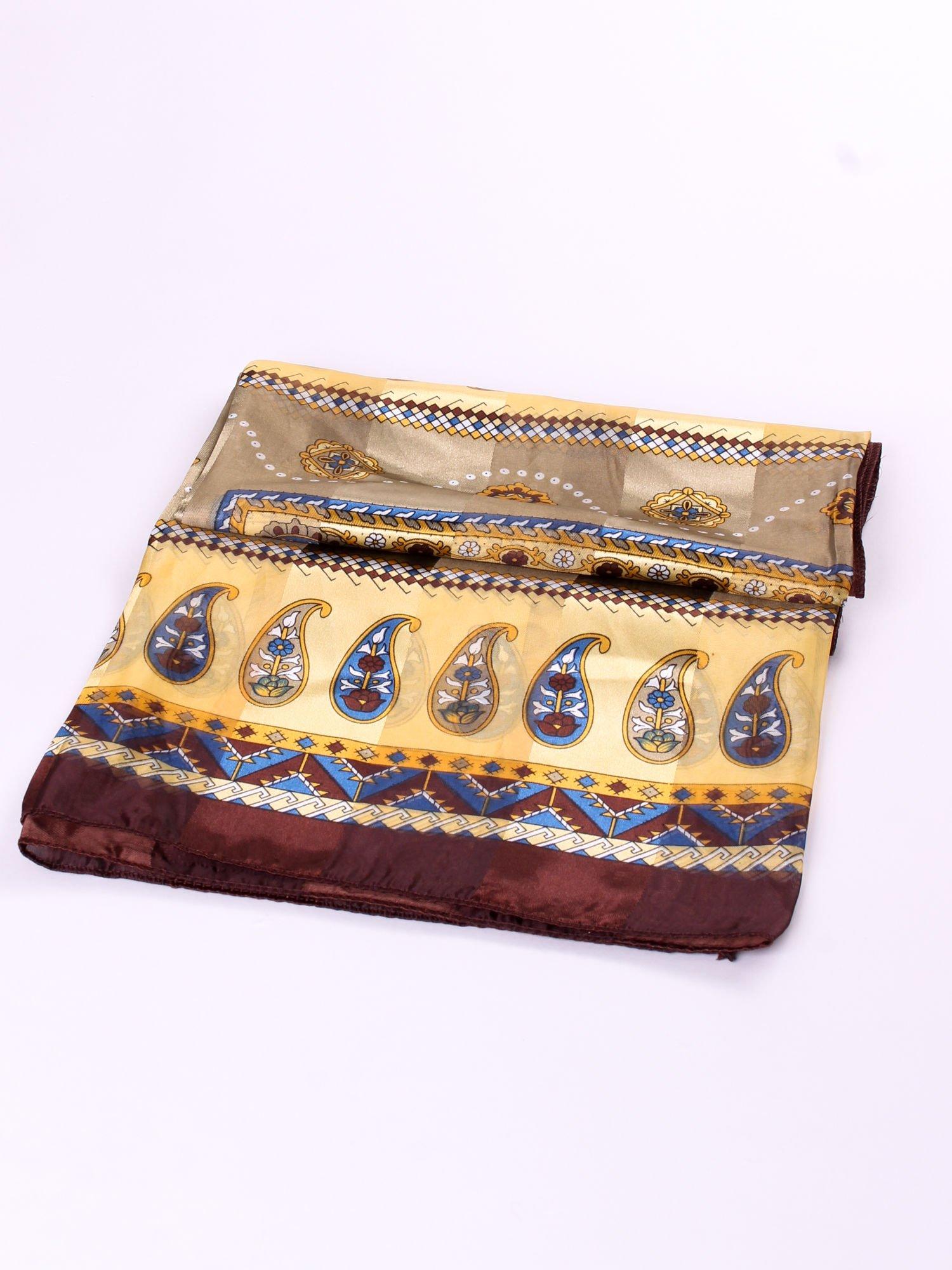 Brązowa chusta apaszka we wzór folkowy                                  zdj.                                  3