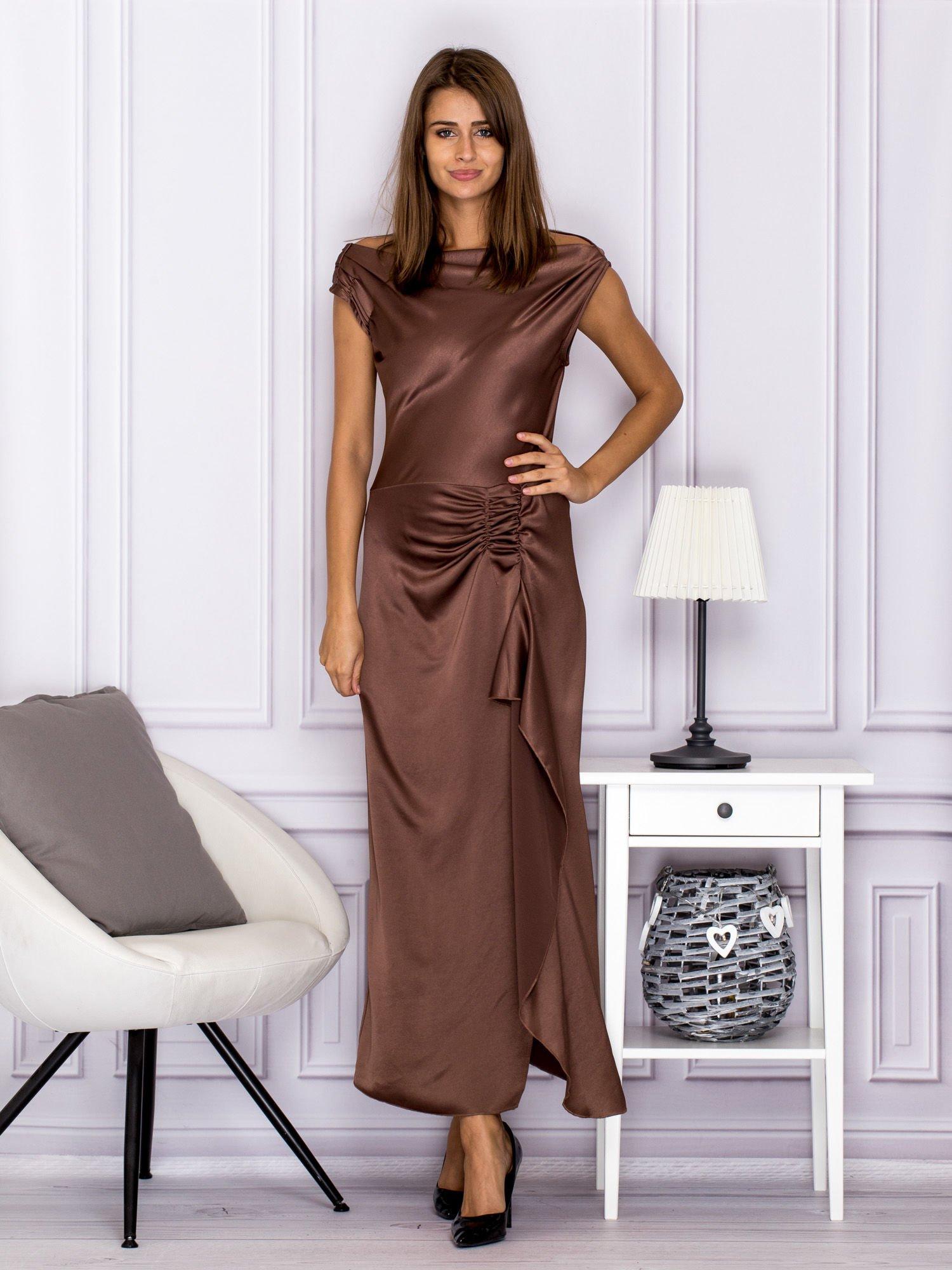 a961f1987a Brązowa długa sukienka z falbaną - Sukienka wieczorowa - sklep eButik.pl