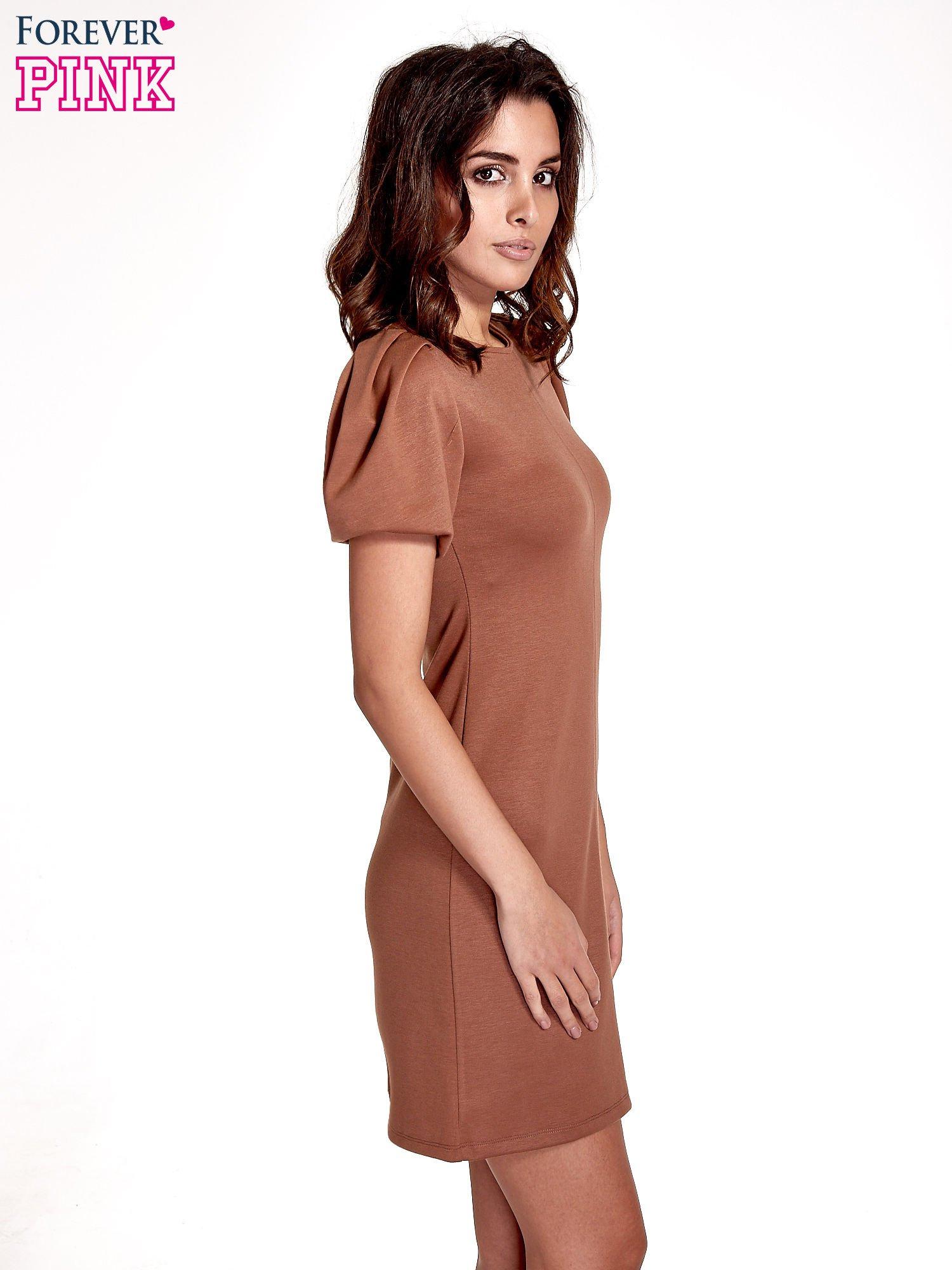 Brązowa gładka sukienka z bufiastymi rękawami                                  zdj.                                  3