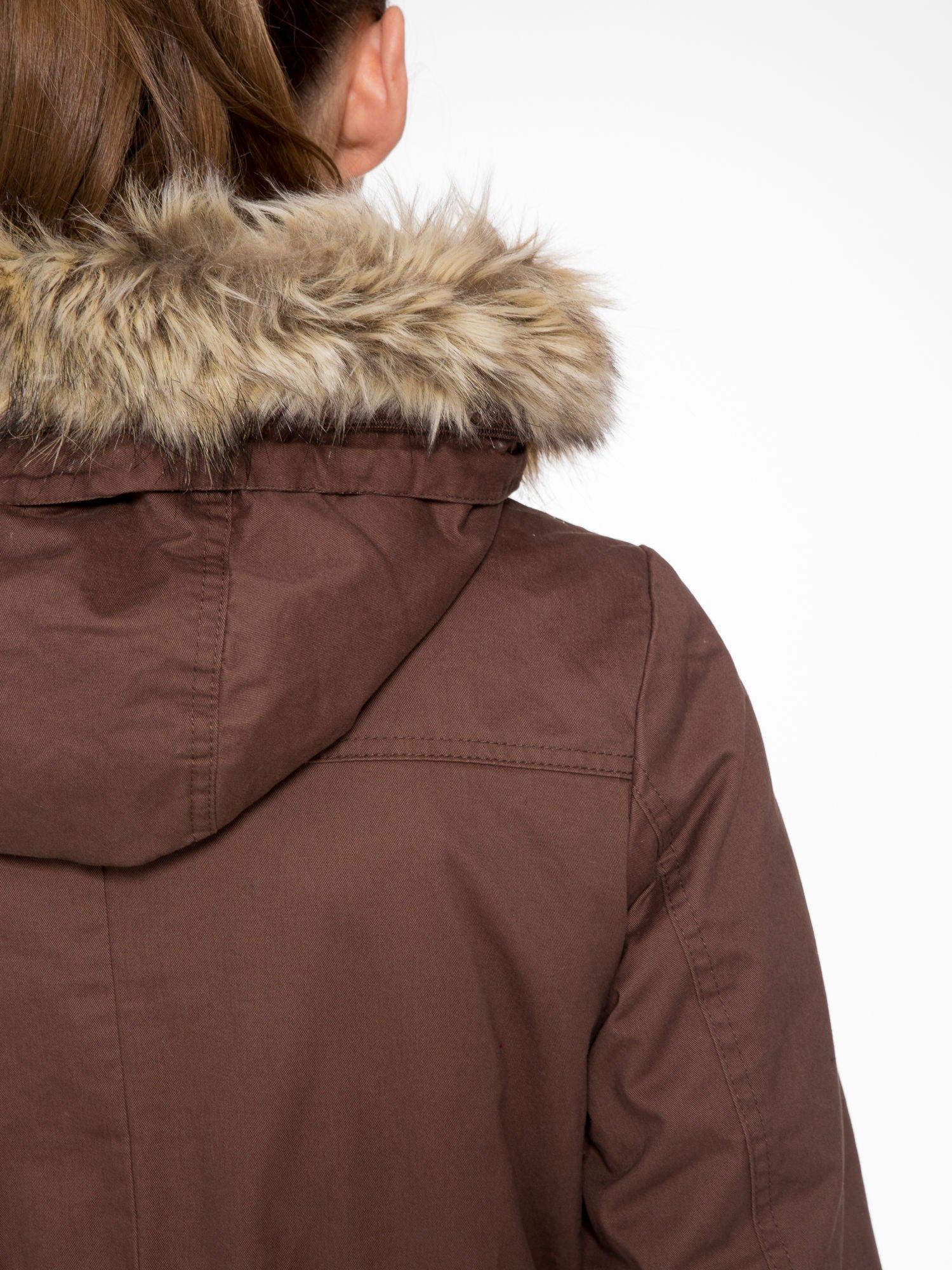 Brązowa kurtka typu parka z futrzanym kapturem                                  zdj.                                  10