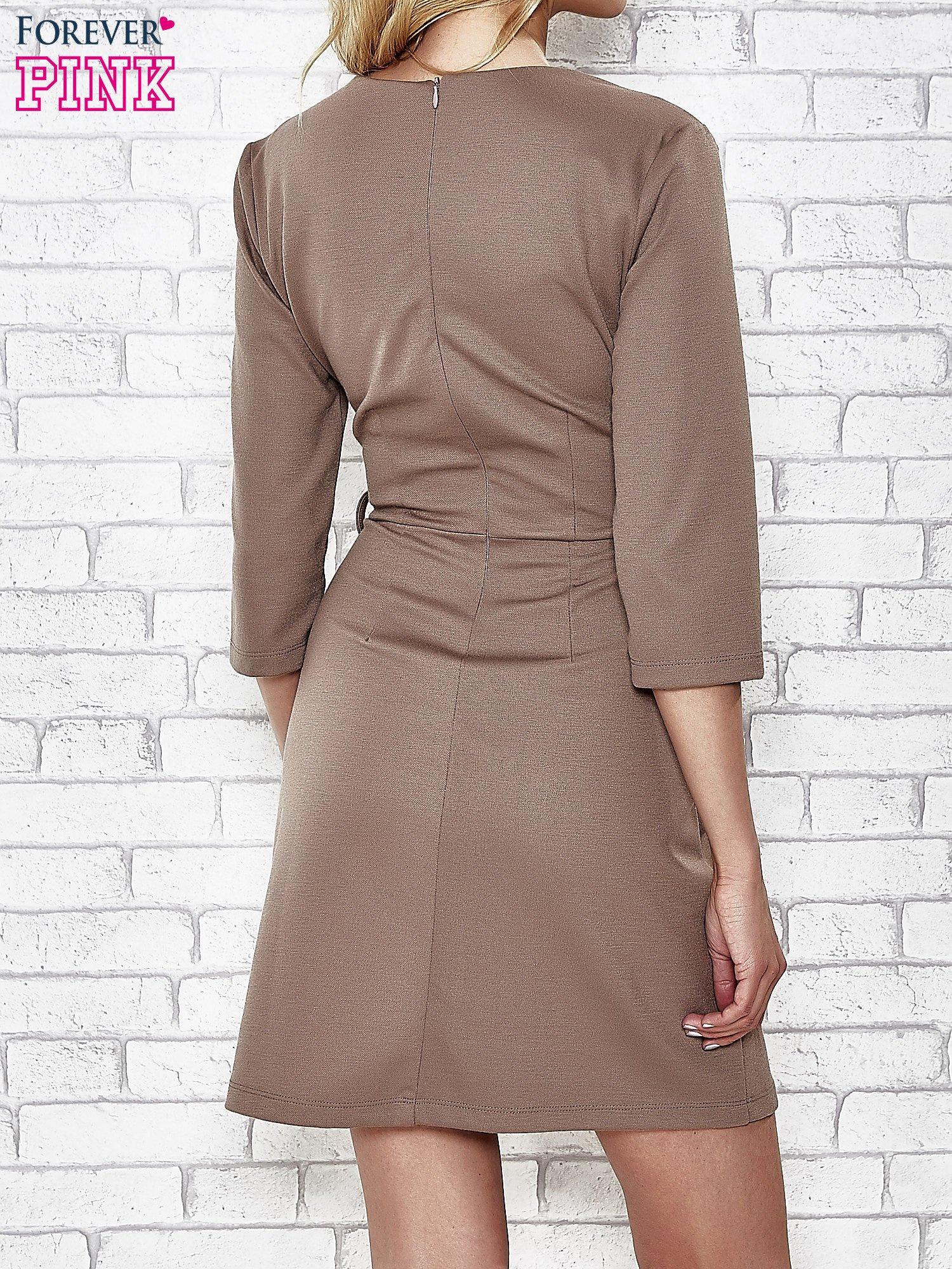 Brązowa rozkloszowana sukienka ze skórzanymi modułami                                  zdj.                                  2