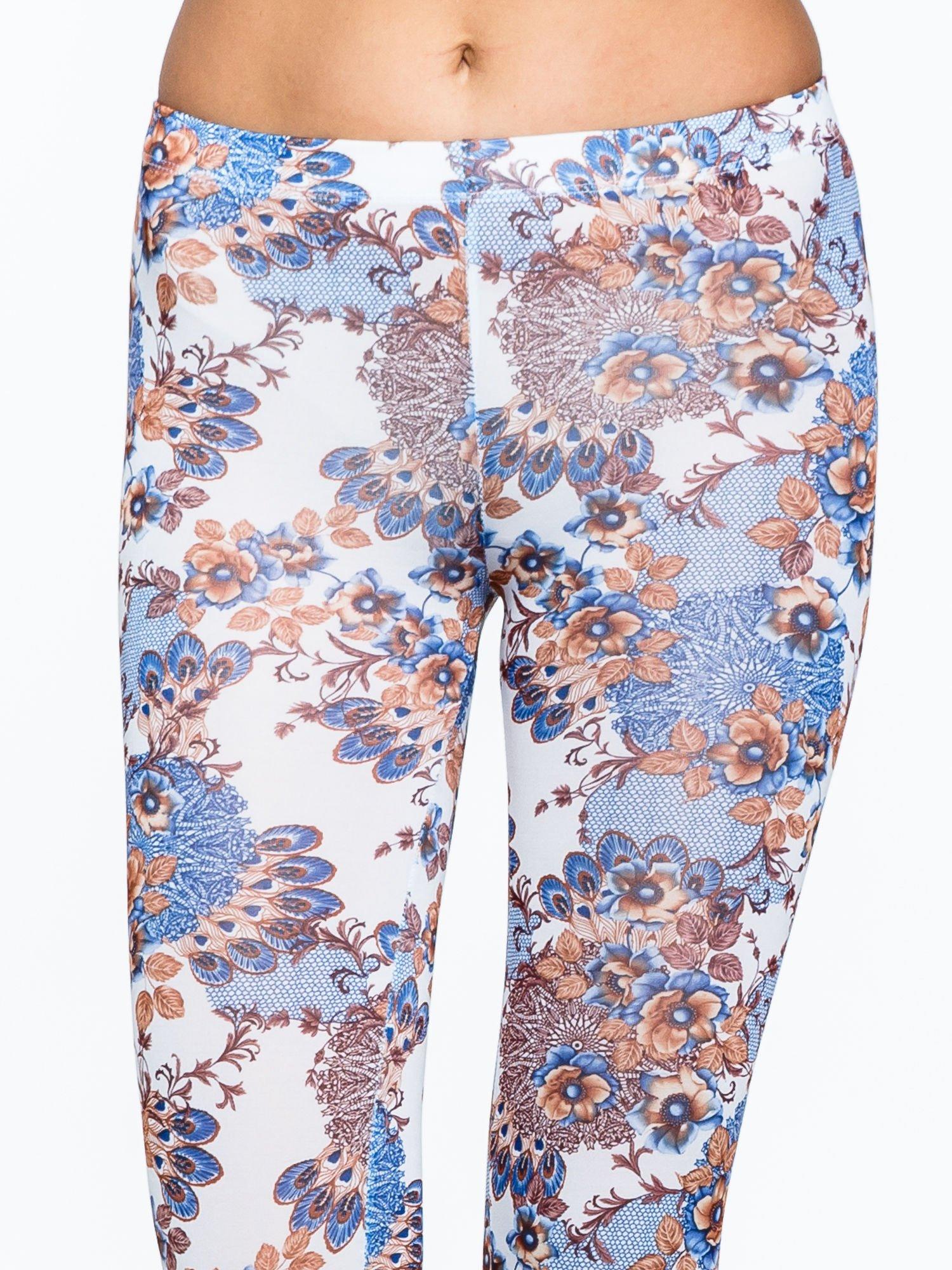 Brązowe legginsy w roślinny wzór                                  zdj.                                  5
