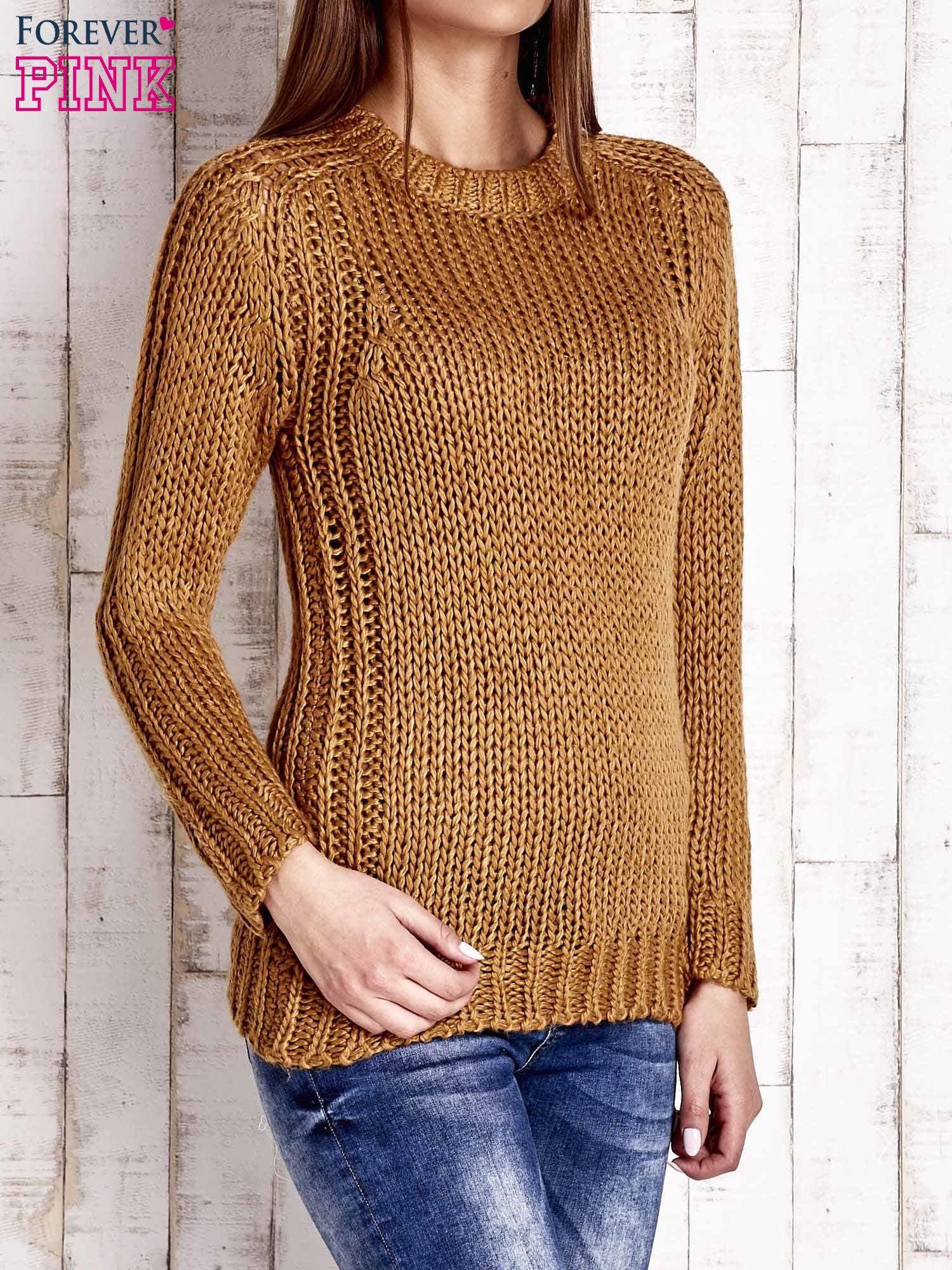 Brązowy dzianinowy sweter o szerokim splocie                                  zdj.                                  3