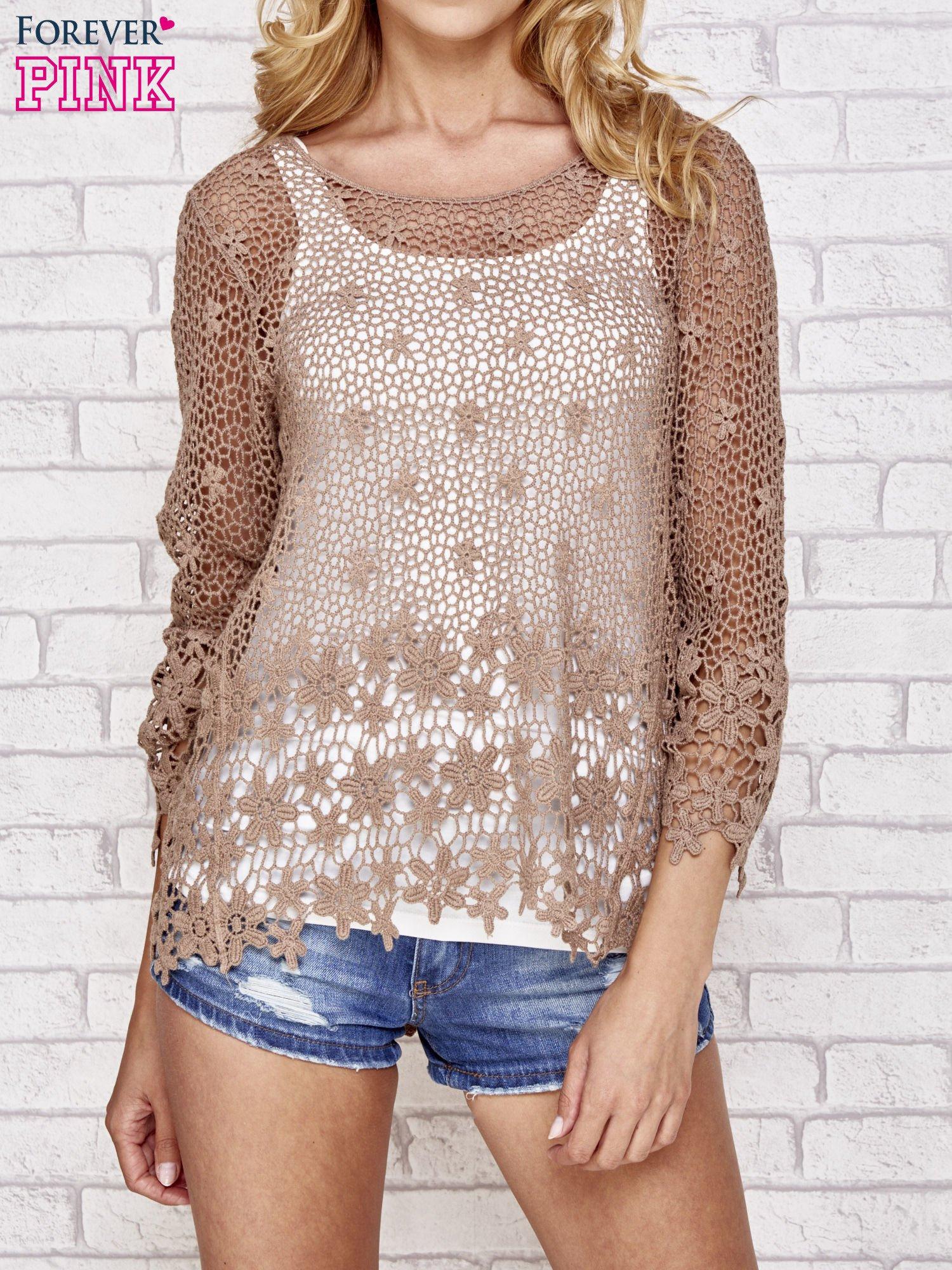Brązowy szydełkowy sweterek z rozszerzanymi rękawami                                  zdj.                                  1