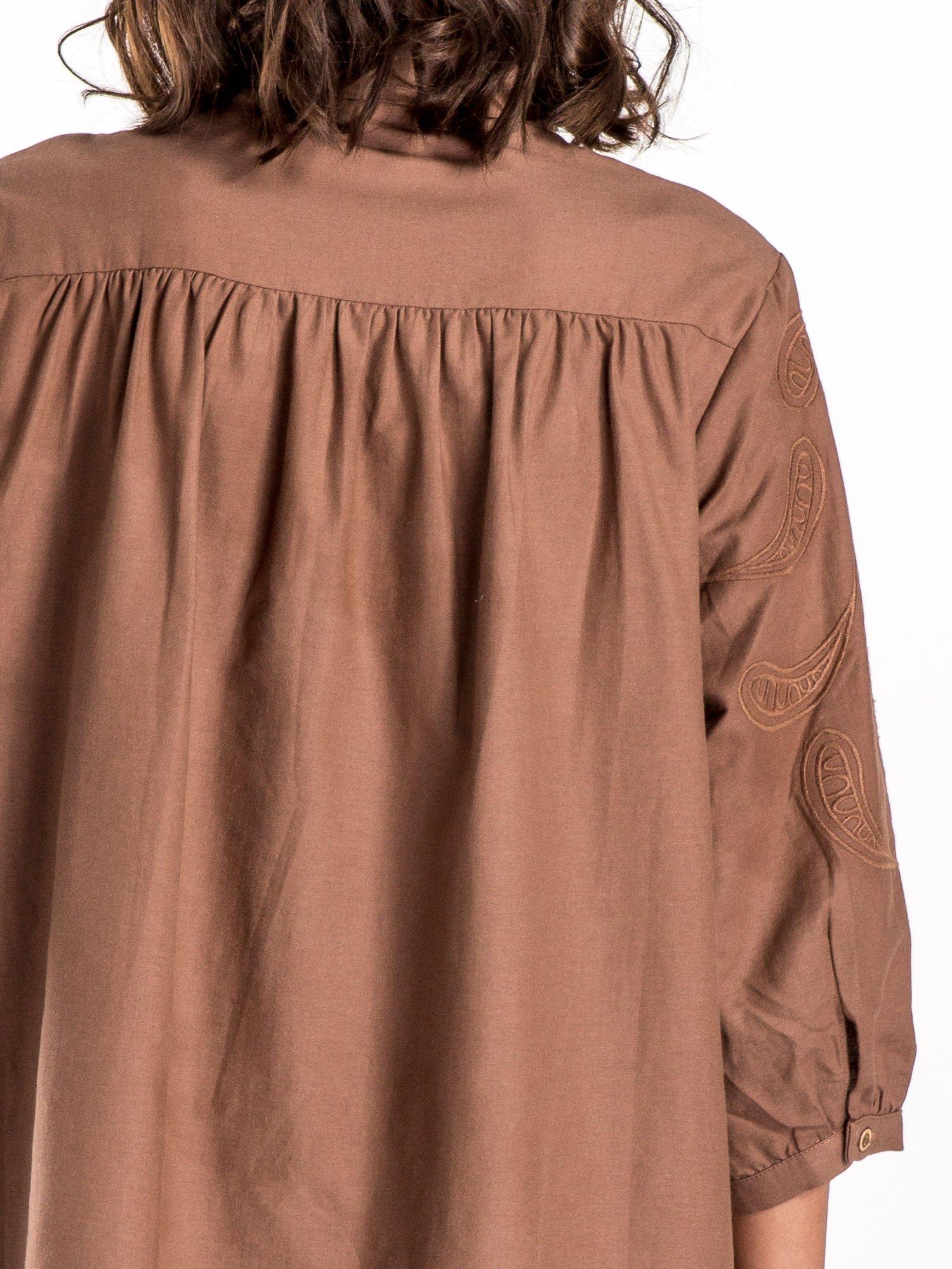 Ciemnobeżowa koszula z szerszymi rękawami                                  zdj.                                  5