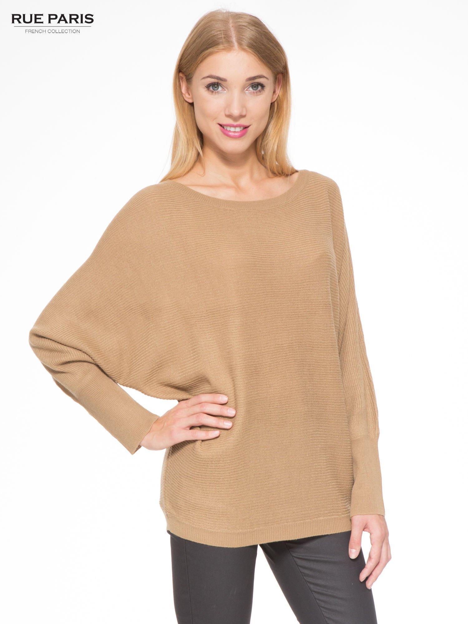 Ciemnobeżowy sweter z nietoperzowymi rękawami                                  zdj.                                  1